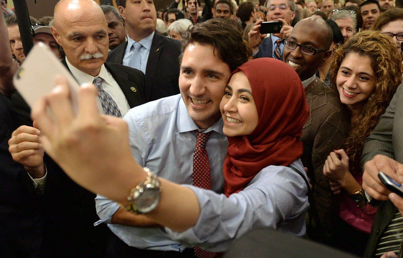 Depuis son élection, Justin Trudeau suscite à l'étranger un engouement inédit pour un politicien canadien. Et pas seulement là, puisque le même phénomène «people» s'observe aussi au pays.