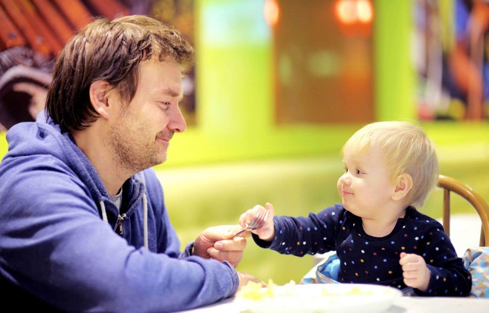 Plusieurs hommes constatent que les stéréotypes sur le rôle du père perdurent et que la pression sur la famille rend le terrain propice aux ruptures.