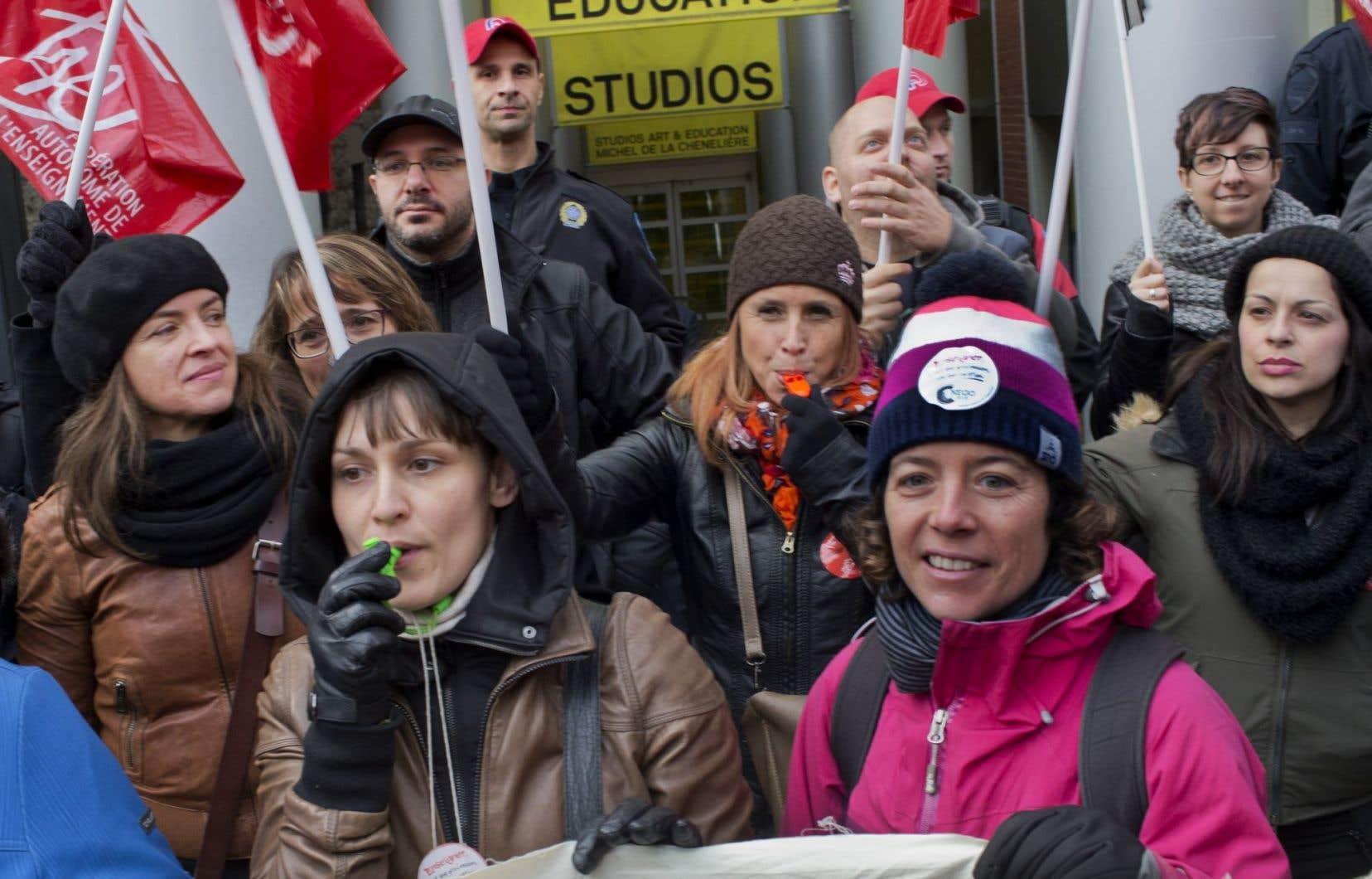 Les membres de la Fédération autonome de l'enseignement (FAE), n'en sont pas arrivés à une entente de principe avec le gouvernement du Québec quant au renouvellement de leur convention collective.