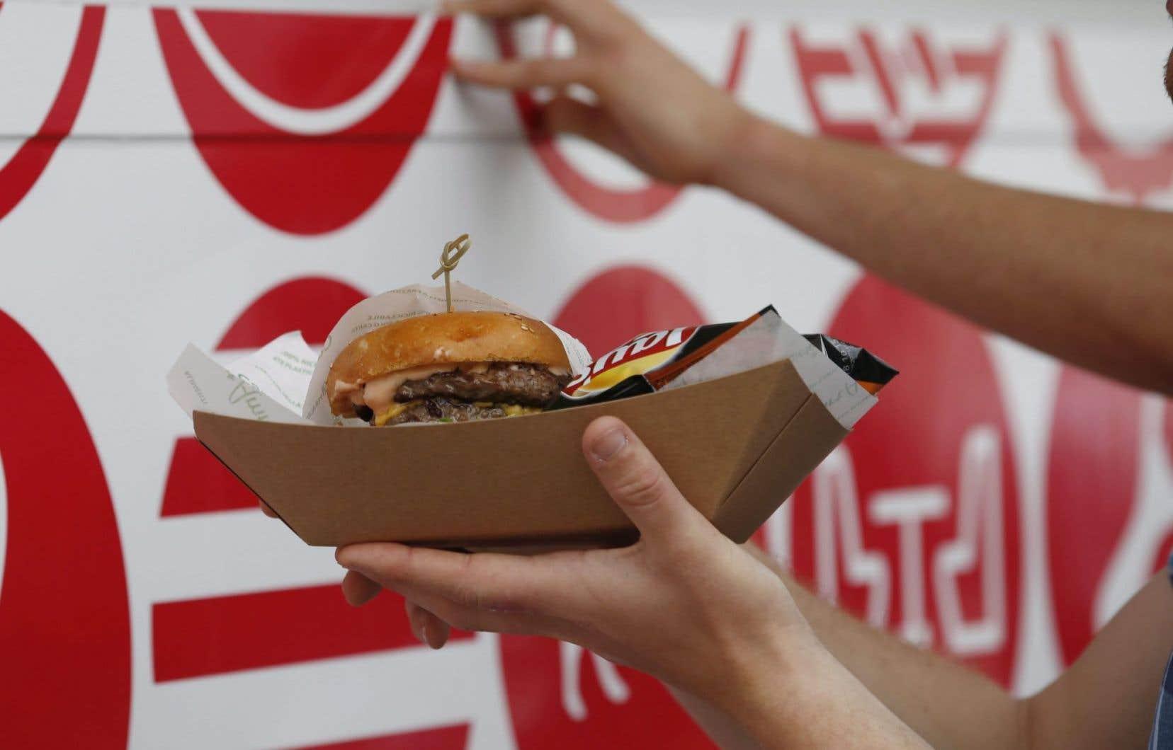Le USDA relance dans un langage ambigu son attaque contre le gras, suggérant de limiter à 10% les calories provenant des gras saturés.