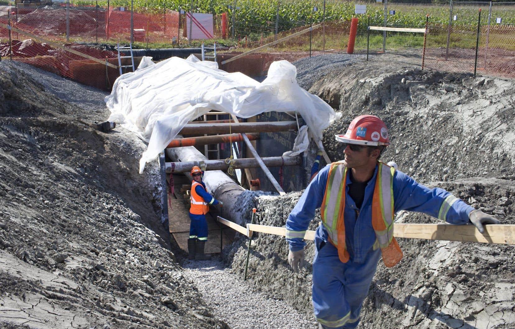 Des travaux d'excavation sur la canalisation 9B à Mirabel en 2013