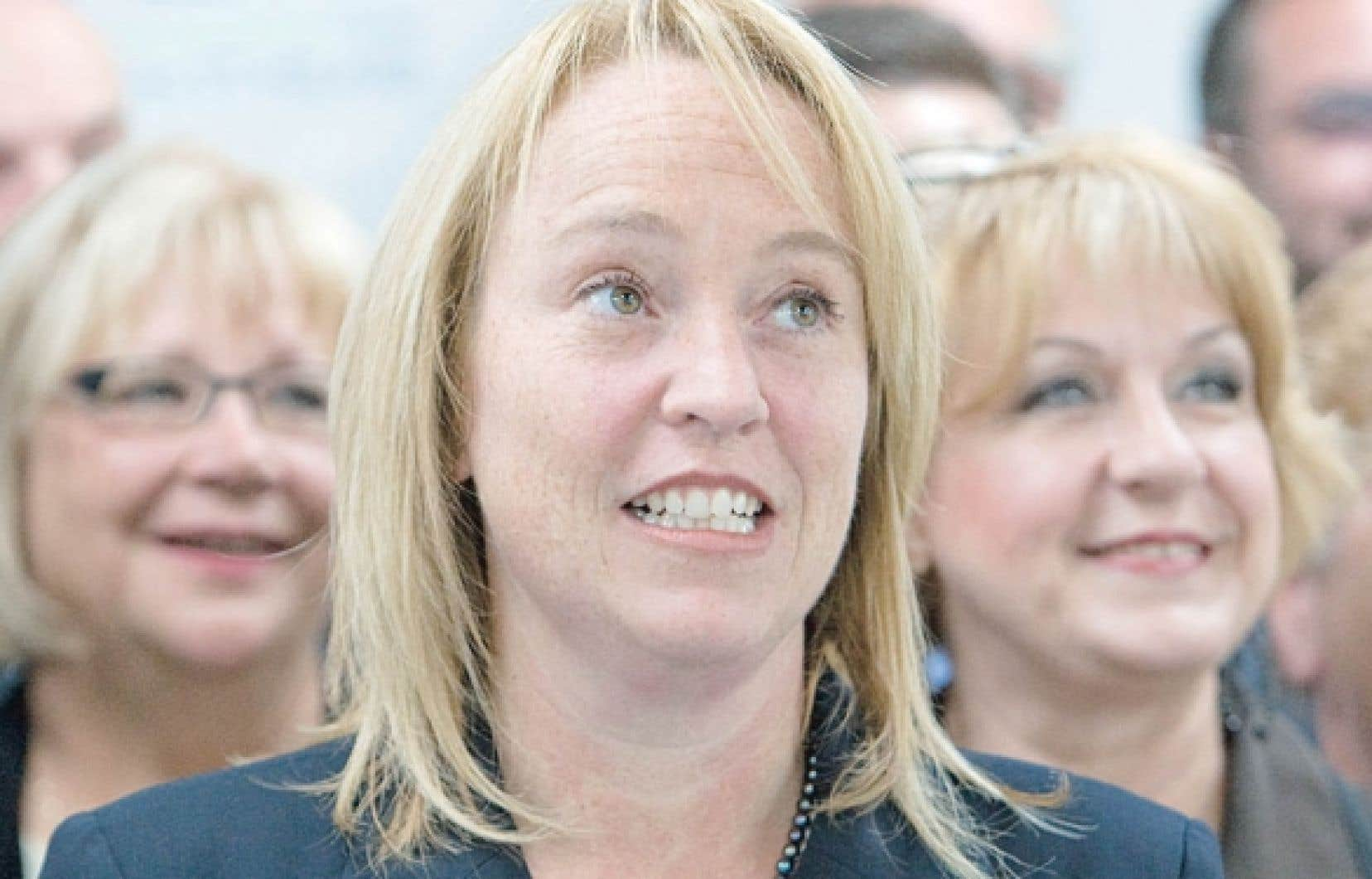 Fille d'un ancien conseiller municipal de Longueuil, Caroline St-Hilaire est une ancienne députée bloquiste