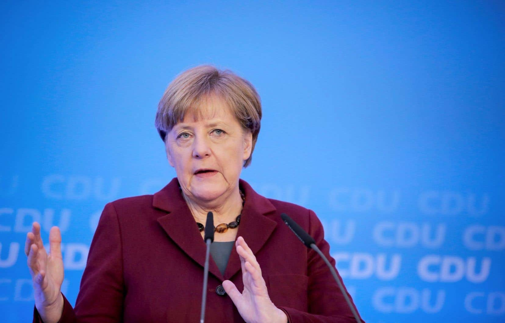 Angela Merkel a annoncé ce week-end un durcissement à venir du régime d'expulsion des demandeurs d'asile condamnés en justice.
