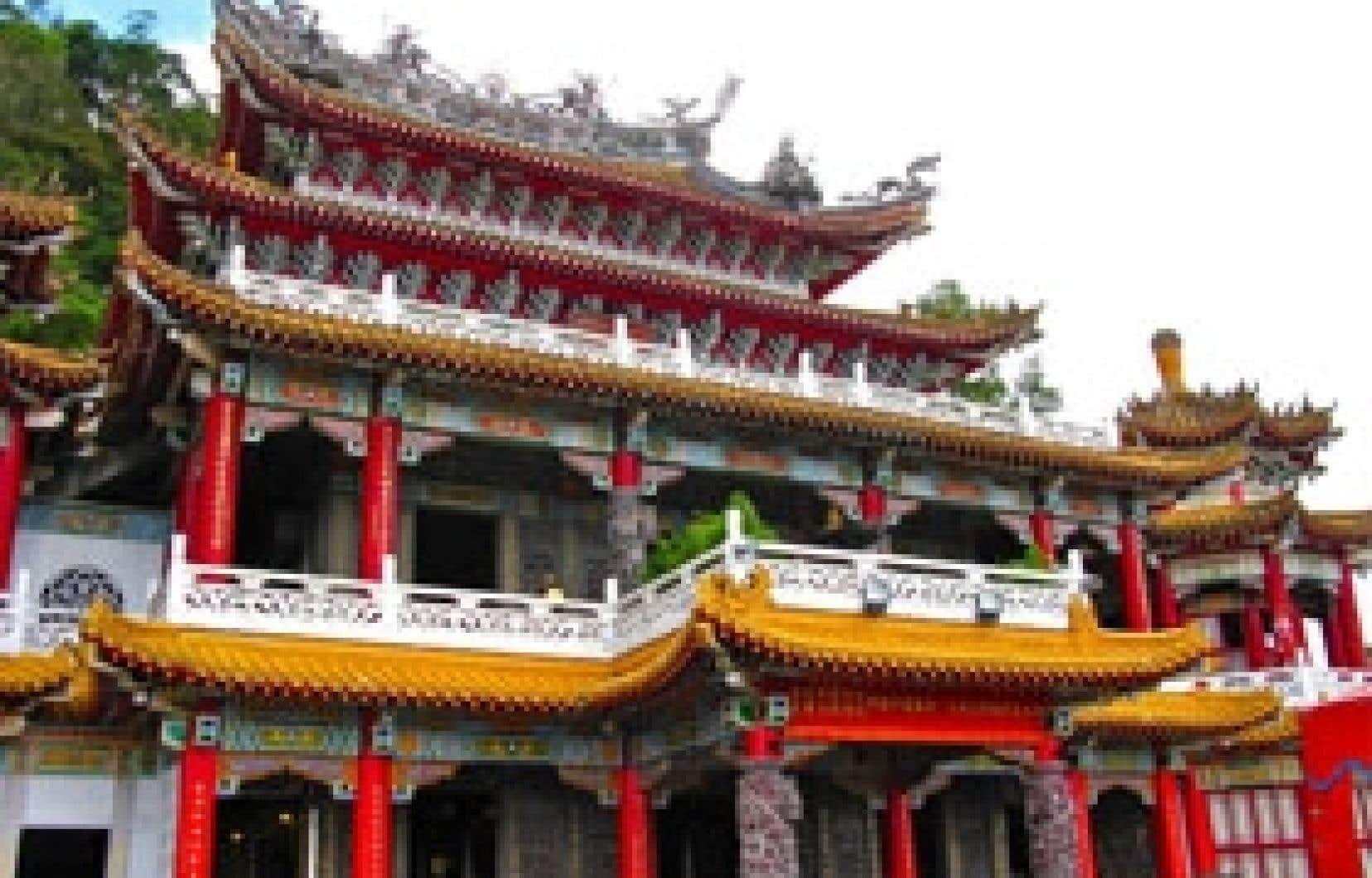 Le temple de Jhihnan, à Mujha, dans la vallée de Maokong, à 45 minutes en métro du centre-ville de Taipei. Photo: Hélène Clément