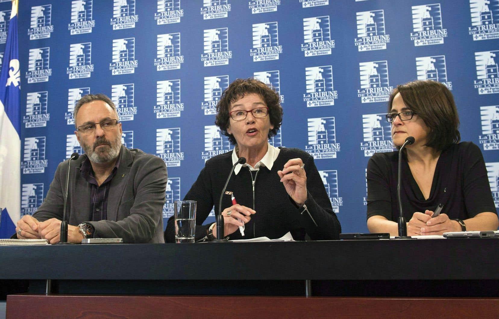 Les chefs syndicaux du Front commun (ci-dessus, Daniel Boyer (FTQ), Louise Chabot (CSN) et Francine Lévesque (CSN)) ont vanté leur entente de principe avec le gouvernement, un scénario qui, disent-ils, évite l'appauvrissement des syndiqués.