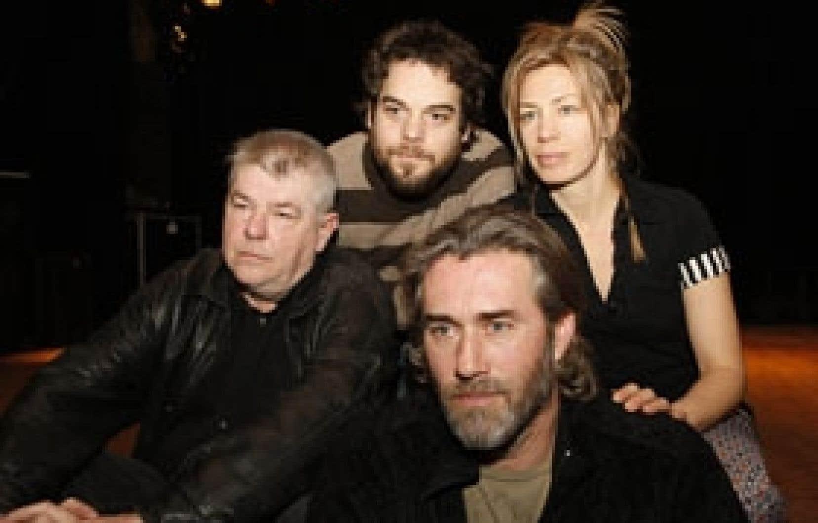 Le réalisateur André Forcier accompagné des comédiens Pierre-Luc Brillant,  Céline Bonnier et Roy Dupuis