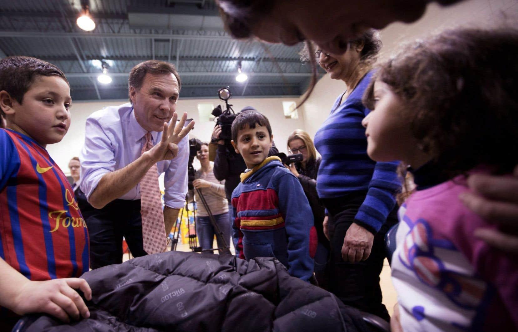 Un autre membre du gouvernement Trudeau, le ministre des Finances, Bill Morneau, a visité un centre d'accueil des réfugiés à Toronto mercredi.