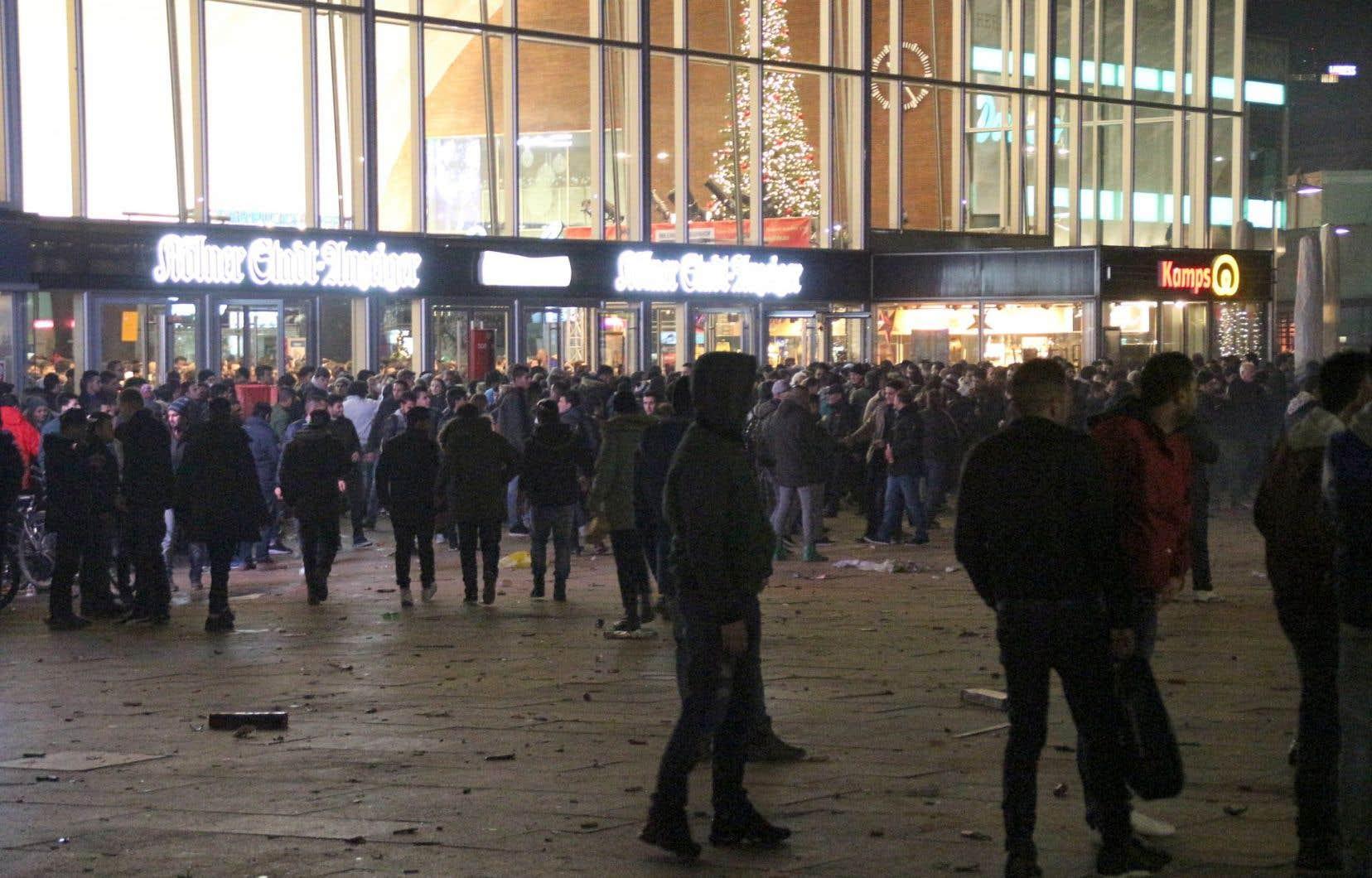 Photo prise à la Saint-Sylvestre, alors que la gare de Cologne était bondée. Des centaines de femmes ont déposé des plaintes pour agressions ce soir-là.