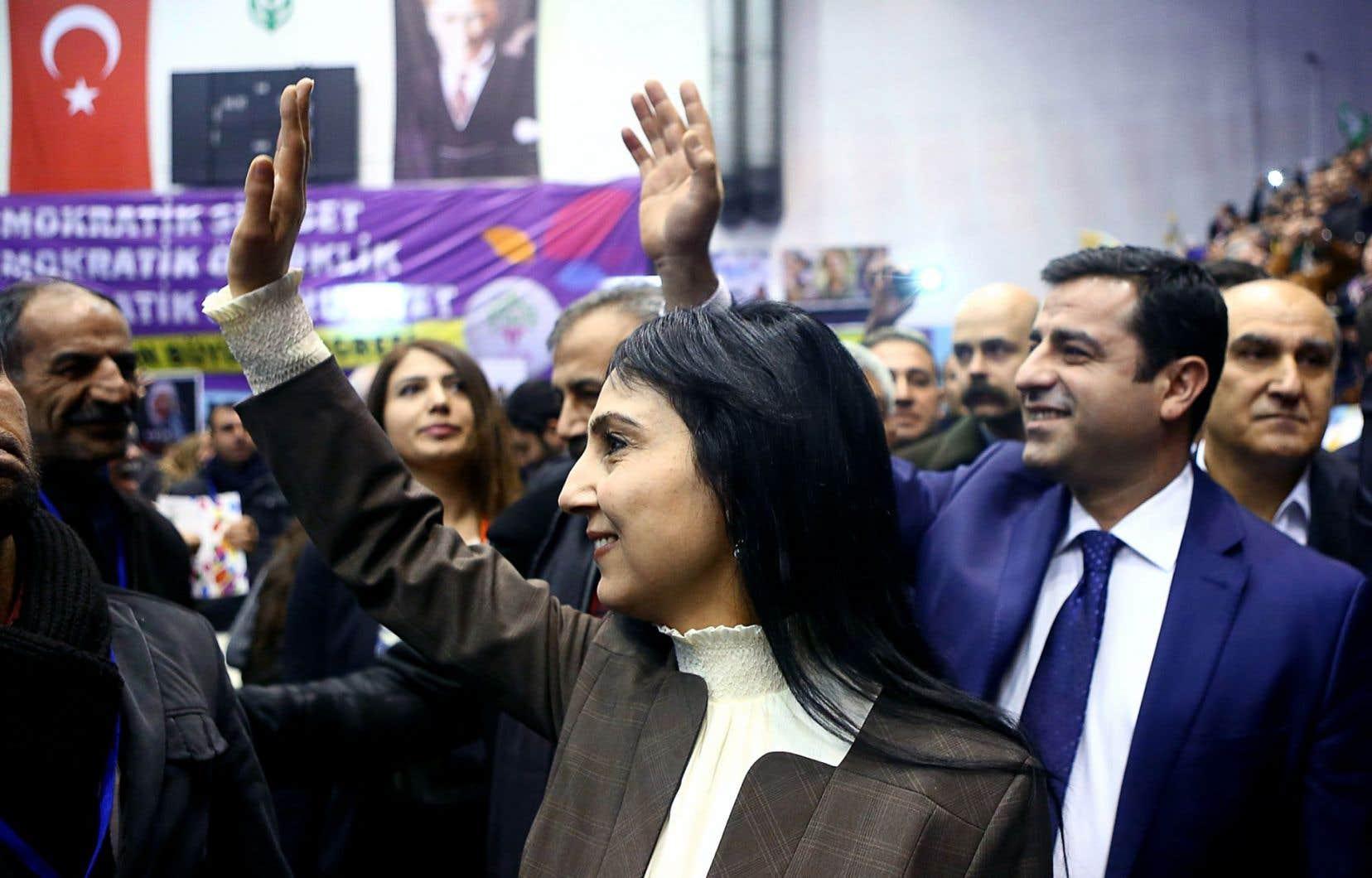 Figen Yuksekdag (à gauche) et Selahattin Demirtas ont été réélus à l'unanimité lors du congrès du parti HDP à Ankara.