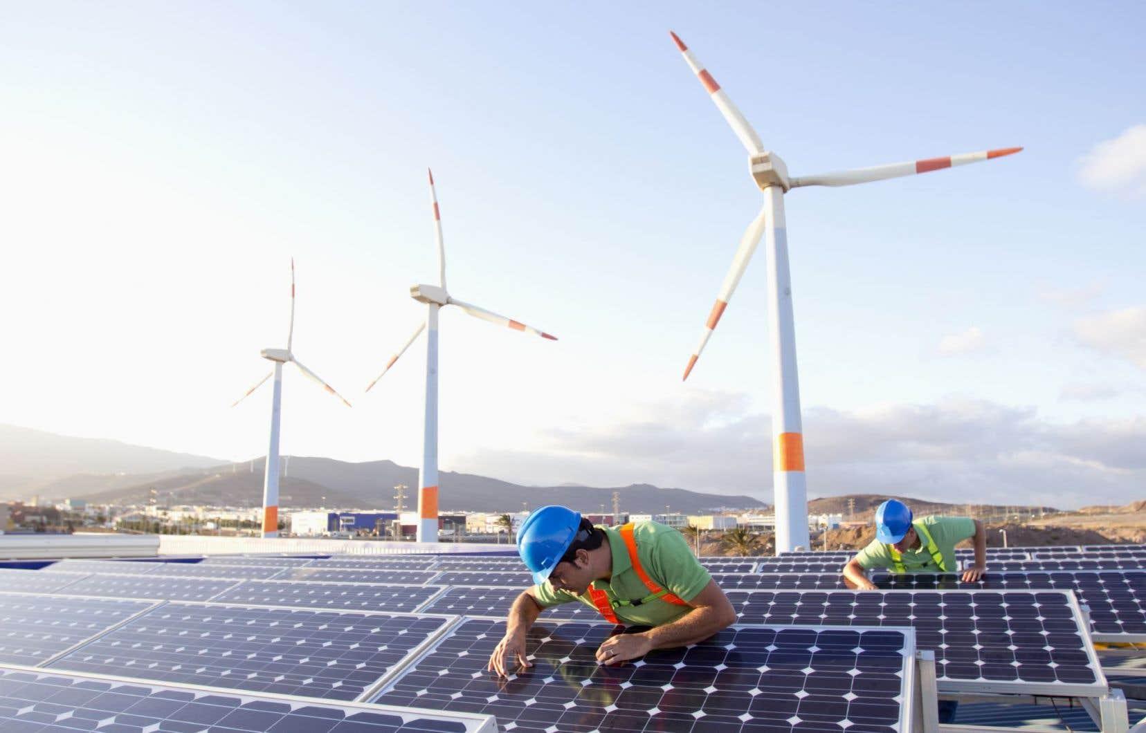 Selon ExxonMobil,les énergies solaire et éolienne vont connaître une forte croissance, aidées par des politiques publiques agressives.