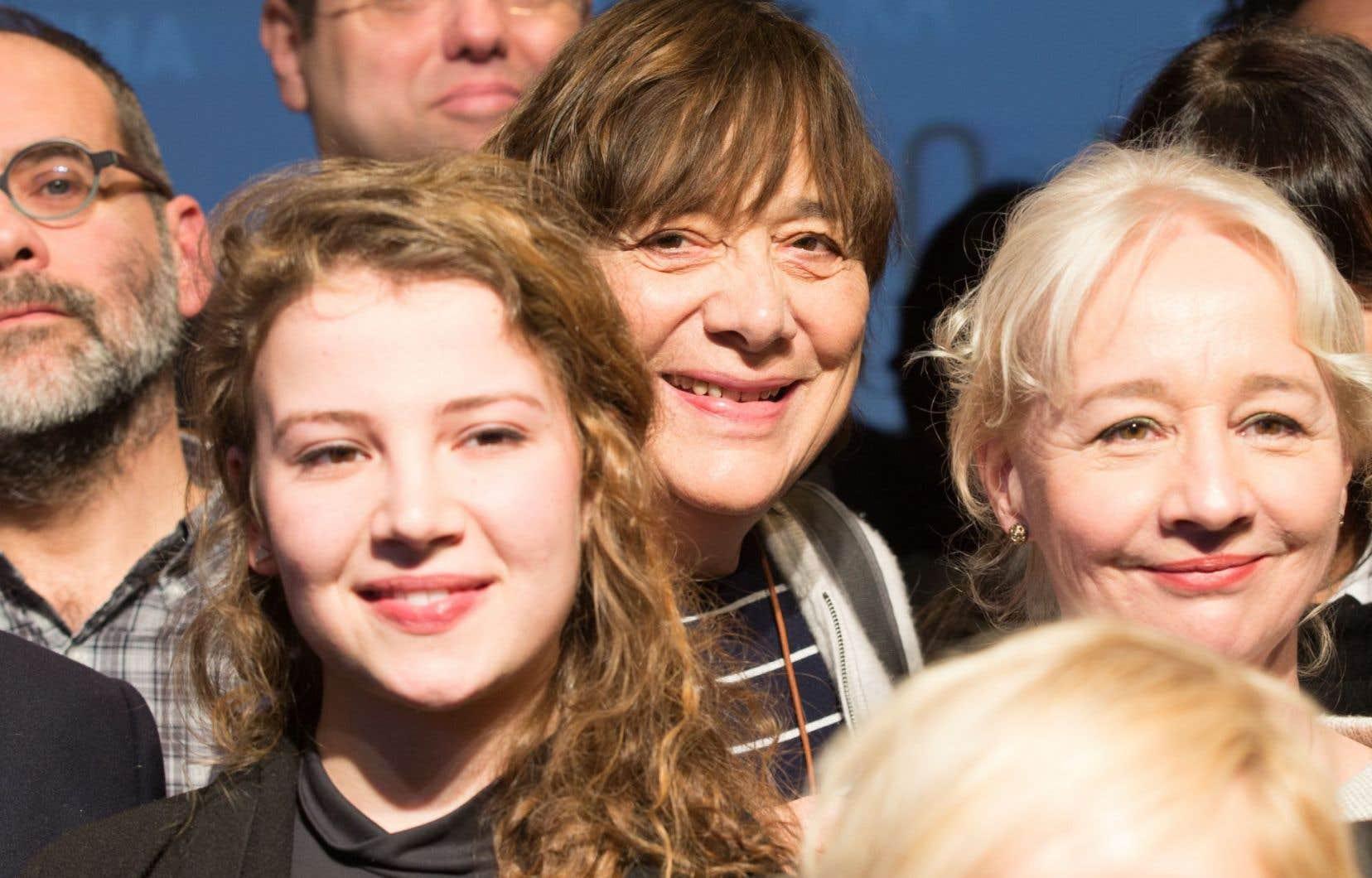 La cinéaste de <em>La passion d'Augustine</em>, Léa Pool (au centre), est en nomination pour la meilleure réalisation, tandis que deux des actrices qu'elle a dirigées dans ce film, Lysandre Ménard et Diane Lavallée (à l'avant-plan), sont en lice pour le prix de la meilleure actrice de soutien.