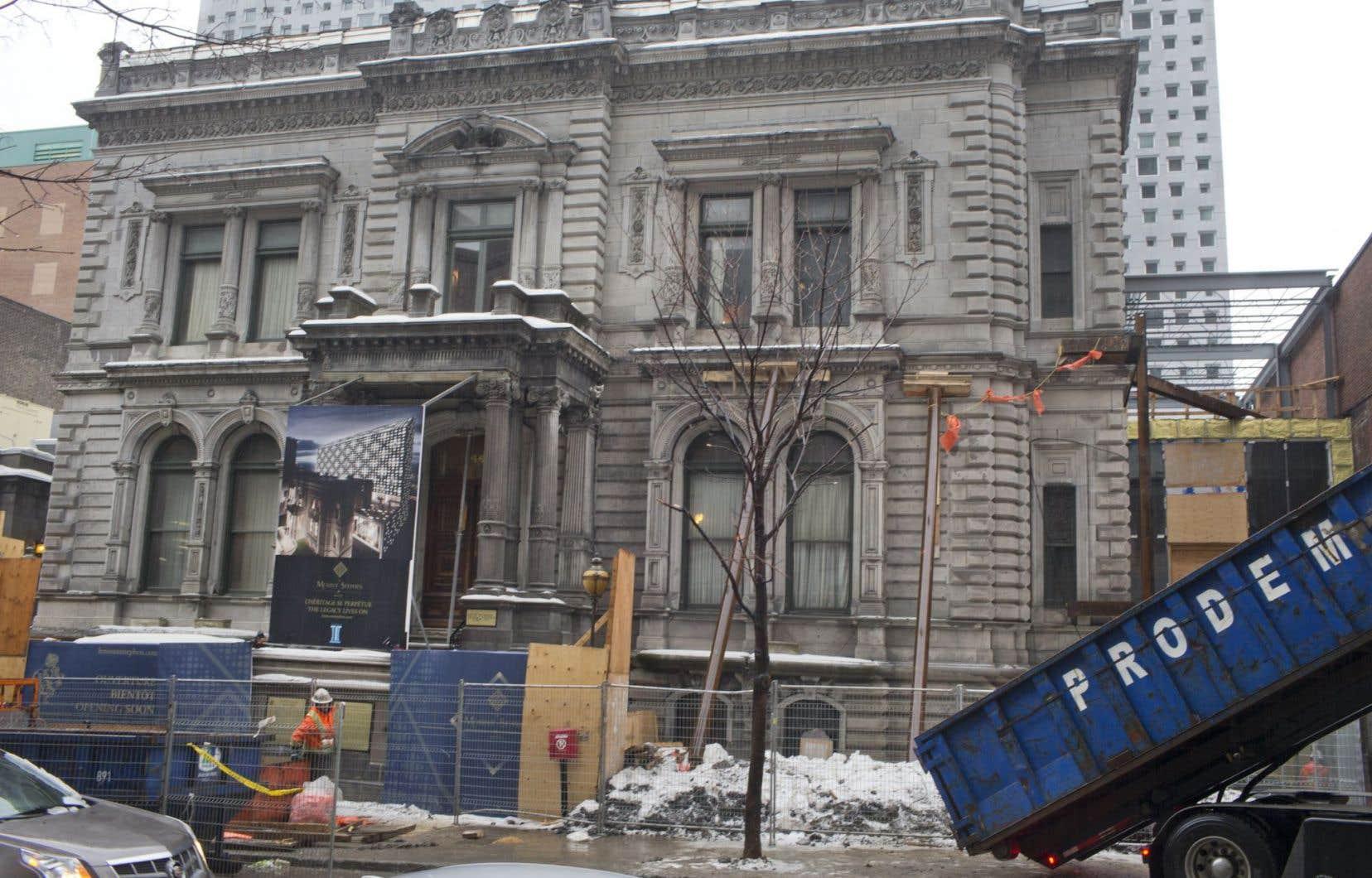 La façade du Mount Stephen Club devra être démontée pierre par pierre.