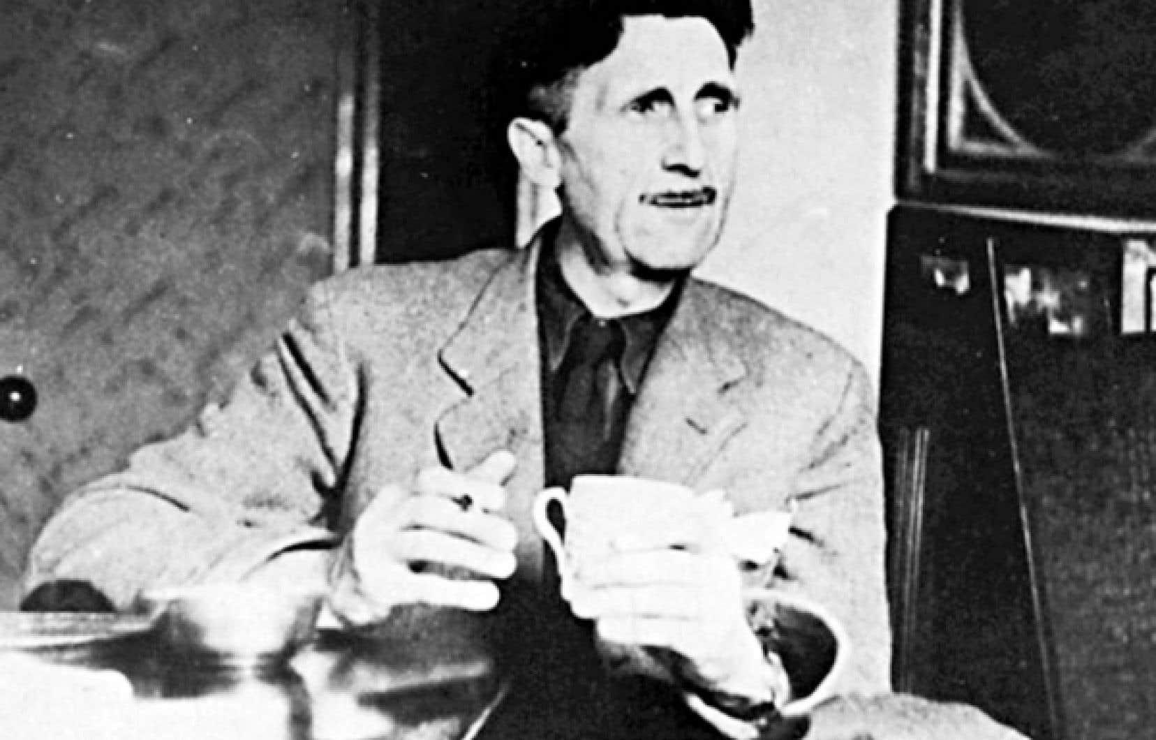 George Orwell dans son appartement d'Islington, à l'hiver 1945