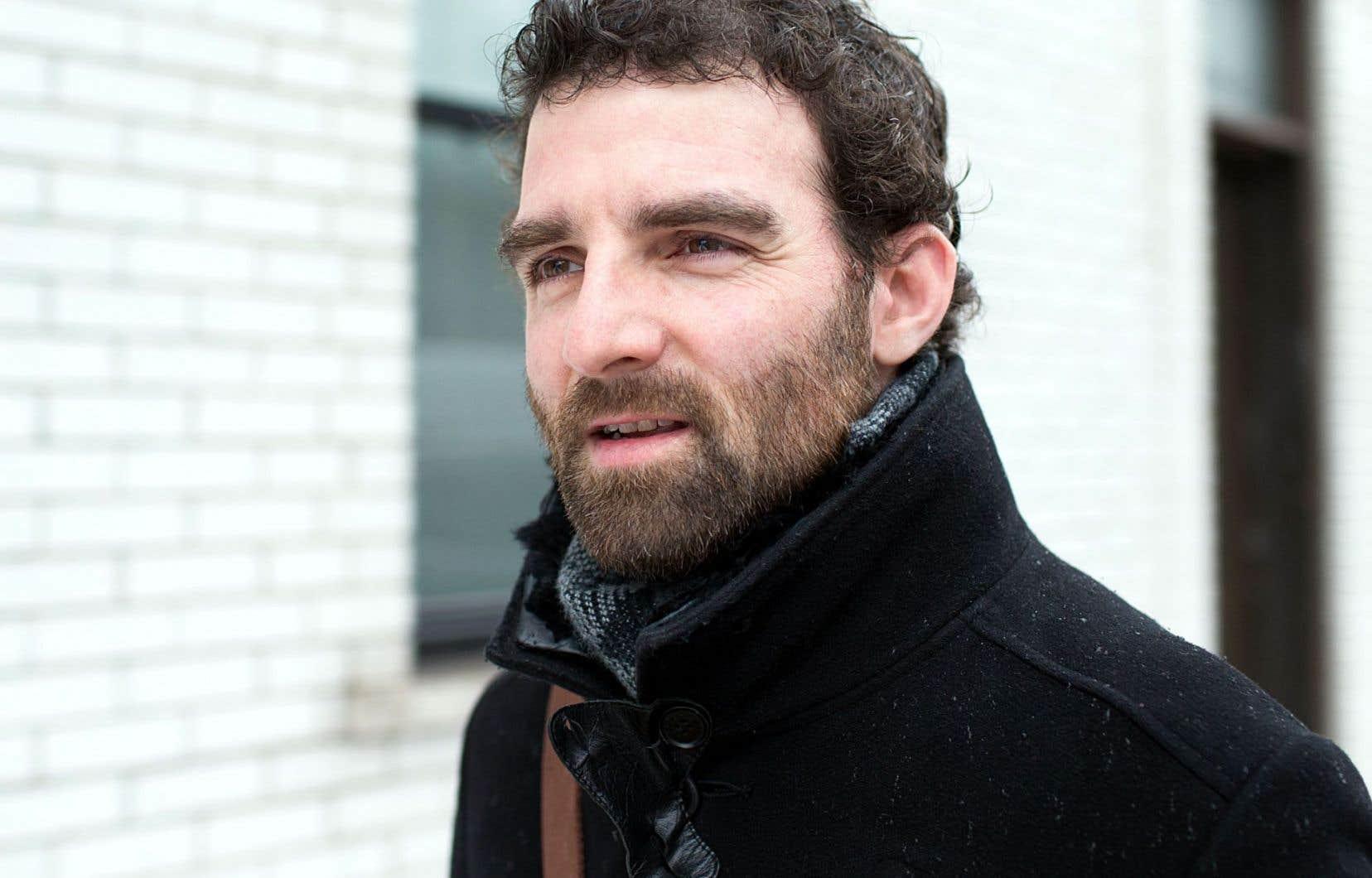 Akos Verboczy trace dans Rhapsodie québécoise un délicieux autoportrait, plein d'humour, de finesse et de tranchant.