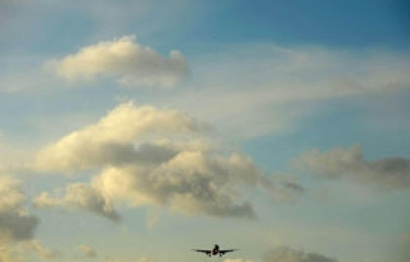 Le Conference Board s'attend à ce que les compagnies aériennes canadiennes parviennent à enregistrer un faible bénéfice de 106 millions cette année.
