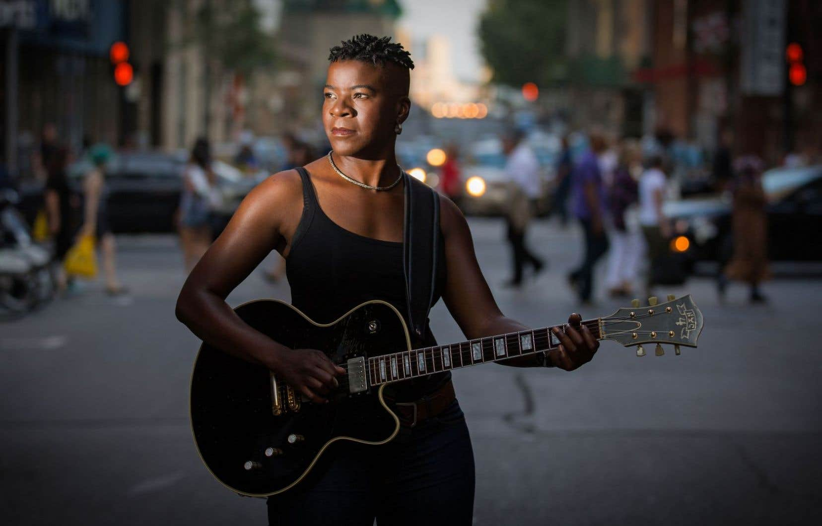 L'artiste Cécile Doo-Kingué réfléchit sur le sort de l'humanité, et «Anybody Listening», le thème de sa présente trilogie discographique, le reflète bien.