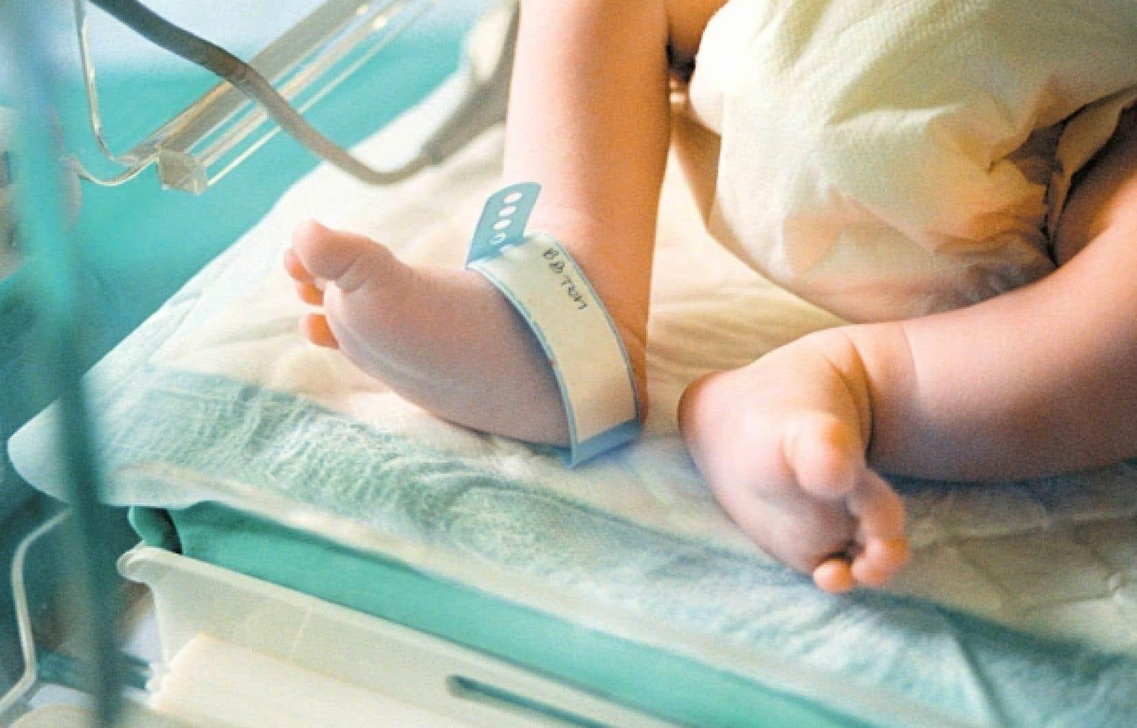 On prélève déjà une goutte de sang sur le talon des nouveau-nés pour le dépistage de diverses maladies, comme l'hypothyroïdie congénitale. Avec une autre goutte, on pourrait procéder au dépistage de la fibrose kystique.