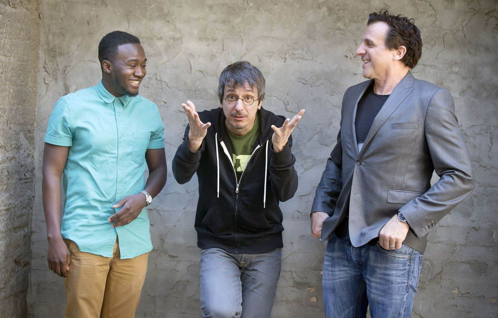 Le réalisateur Philippe Falardeau entre les comédiens Irdens Exantus et Patrick Huard, vedettes de «Guibord s'en va-t-en guerre», film présenté en ouverture du festival de Rivière-du-Loup