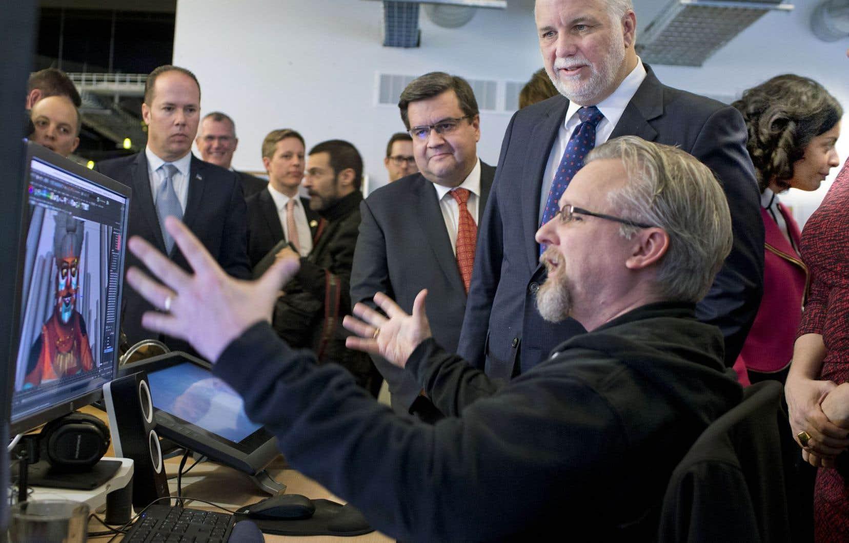 Le premier ministre, Philippe Couillard, était accompagné de plusieurs ministres ainsi que du maire de Montréal, Denis Coderre.