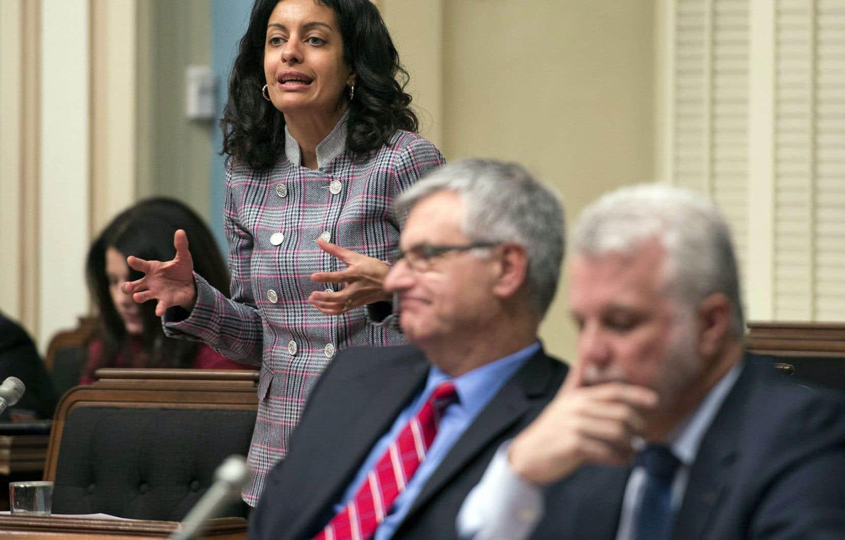 La ministre de l'Économie, Dominique Anglade, a été interrogée par les partis d'opposition sur la vente de Rona à des intérêts américains.