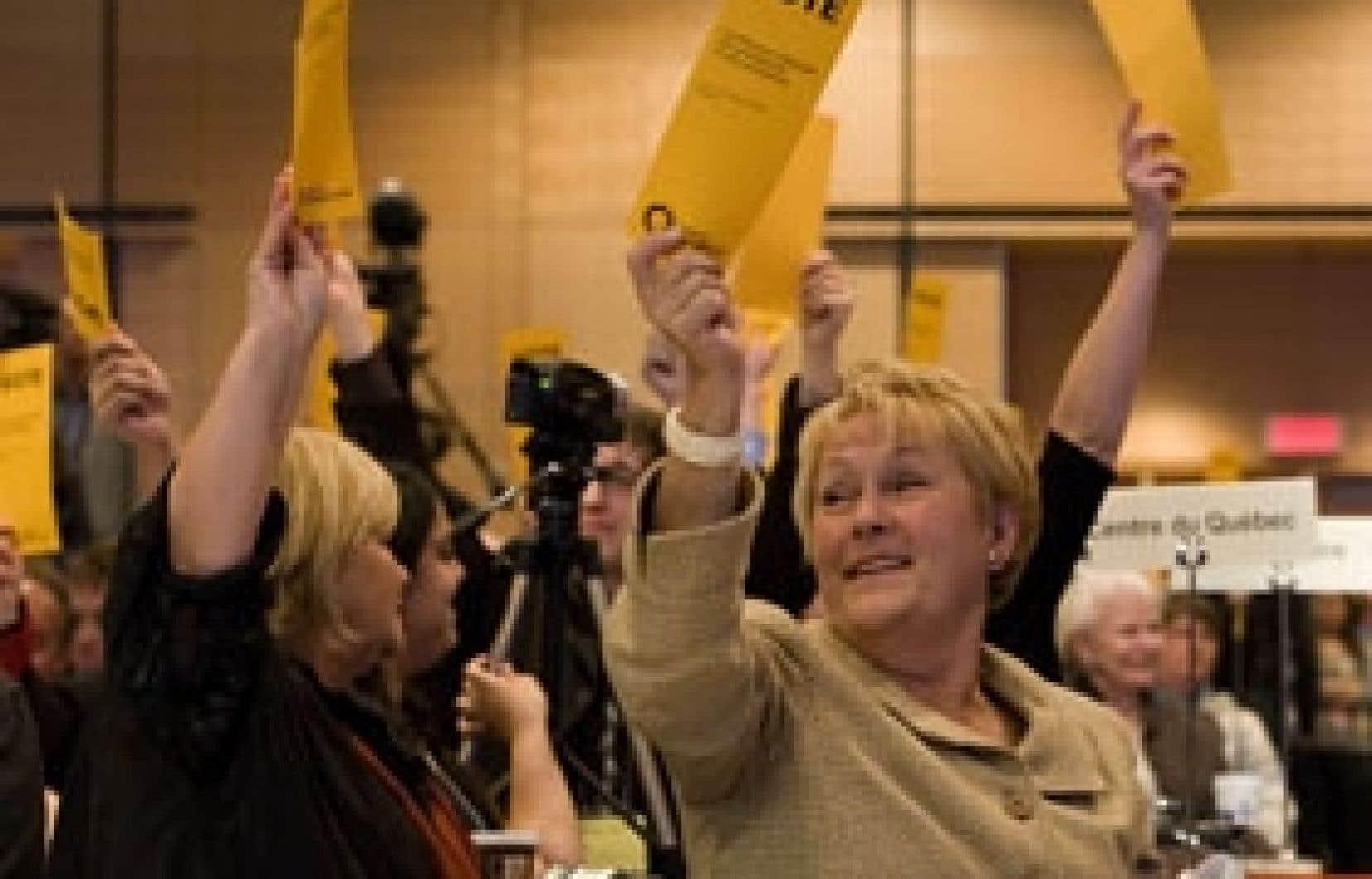 Pauline Marois et les militants péquistes ont adopté hier une proposition stipulant que le PQ «reste solidaire des organisations indépendantistes qui oeuvrent pacifiquement à la promotion du Québec».