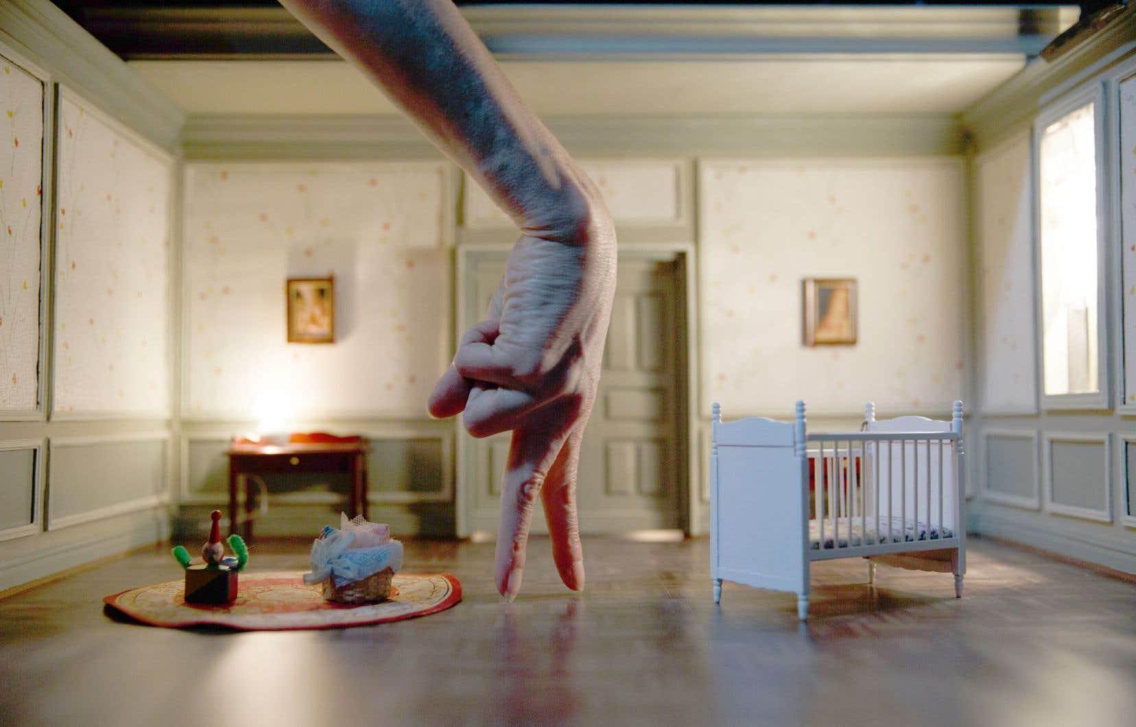 Un spectacle hybride entre la nanodanse, le cinéma et le théâtre d'objets