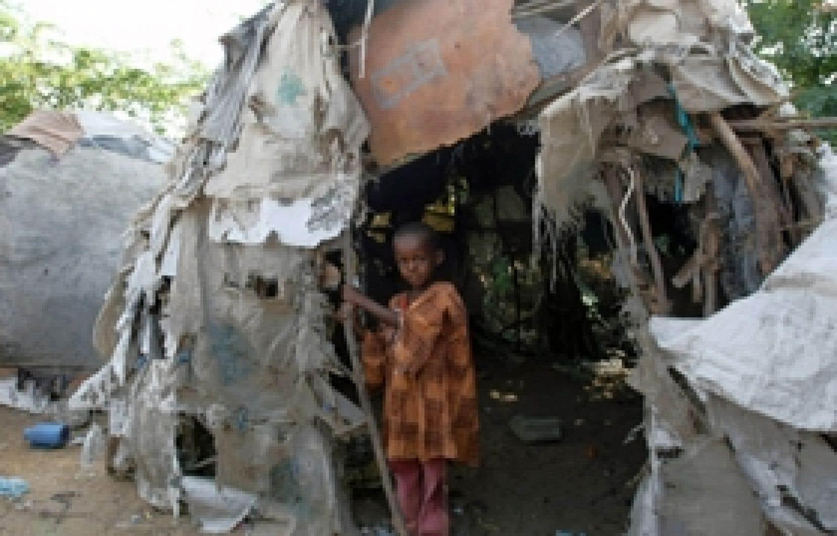 Jeune déplacé à Mogadiscio, en Somalie. Plus de 1,3 million de Somaliens sillonnent le territoire national.