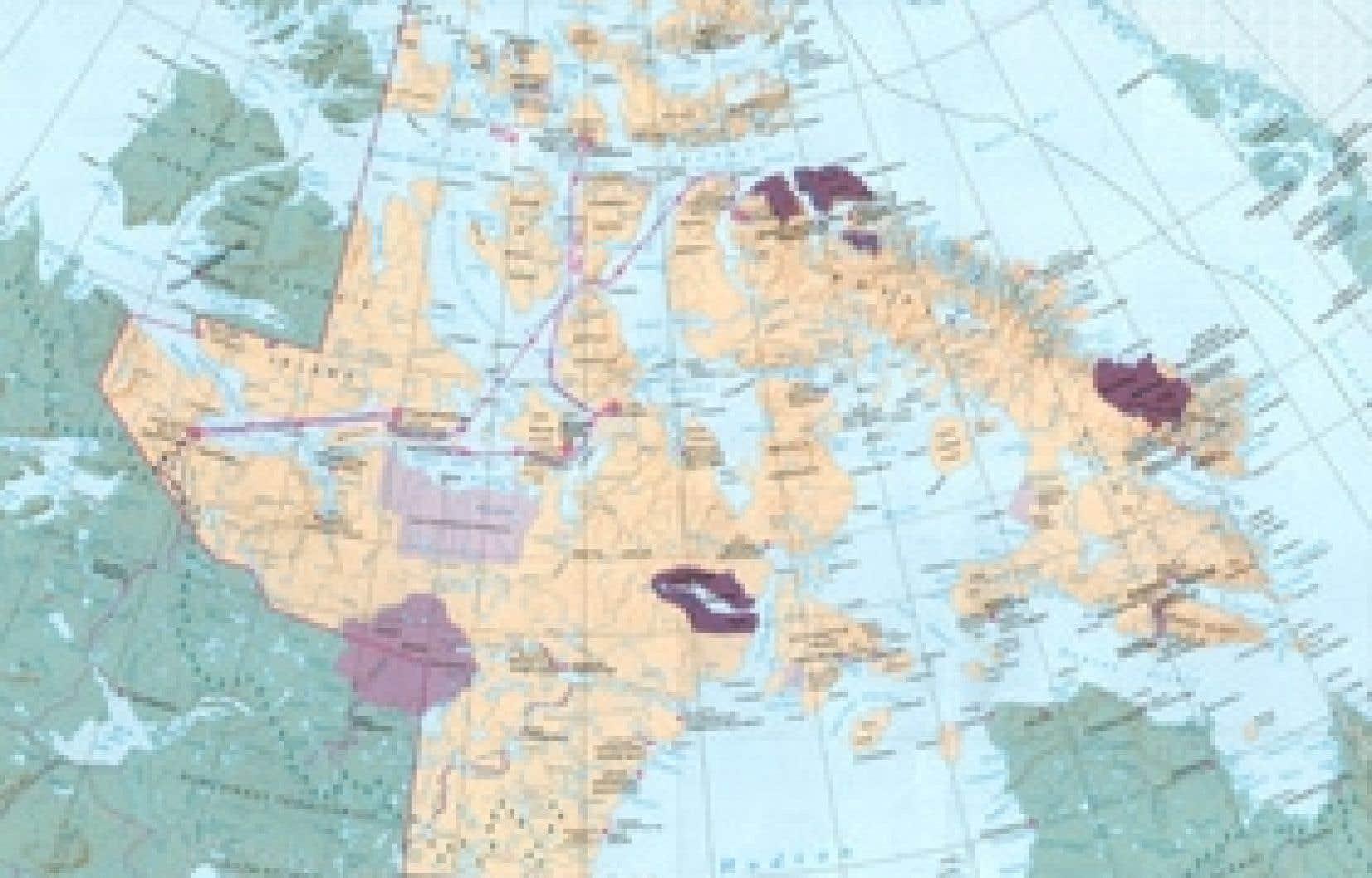 L'été dernier, le navire Camilla Desgagnés s'est aventuré en plein coeur de l'Arctique pour aller livrer pour la première fois 5000 mètres cubes de marchandises dans quatre villages du Nunavut. Le bateau a suivi le trajet représenté par la