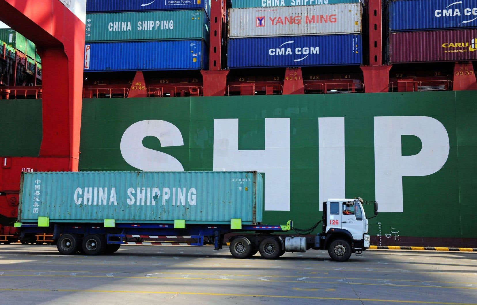 La forte dépréciation du yuan peine à renforcer la compétitivité des exportateurs chinois, mise à mal par le renchérissement des coûts du travail dans le pays.