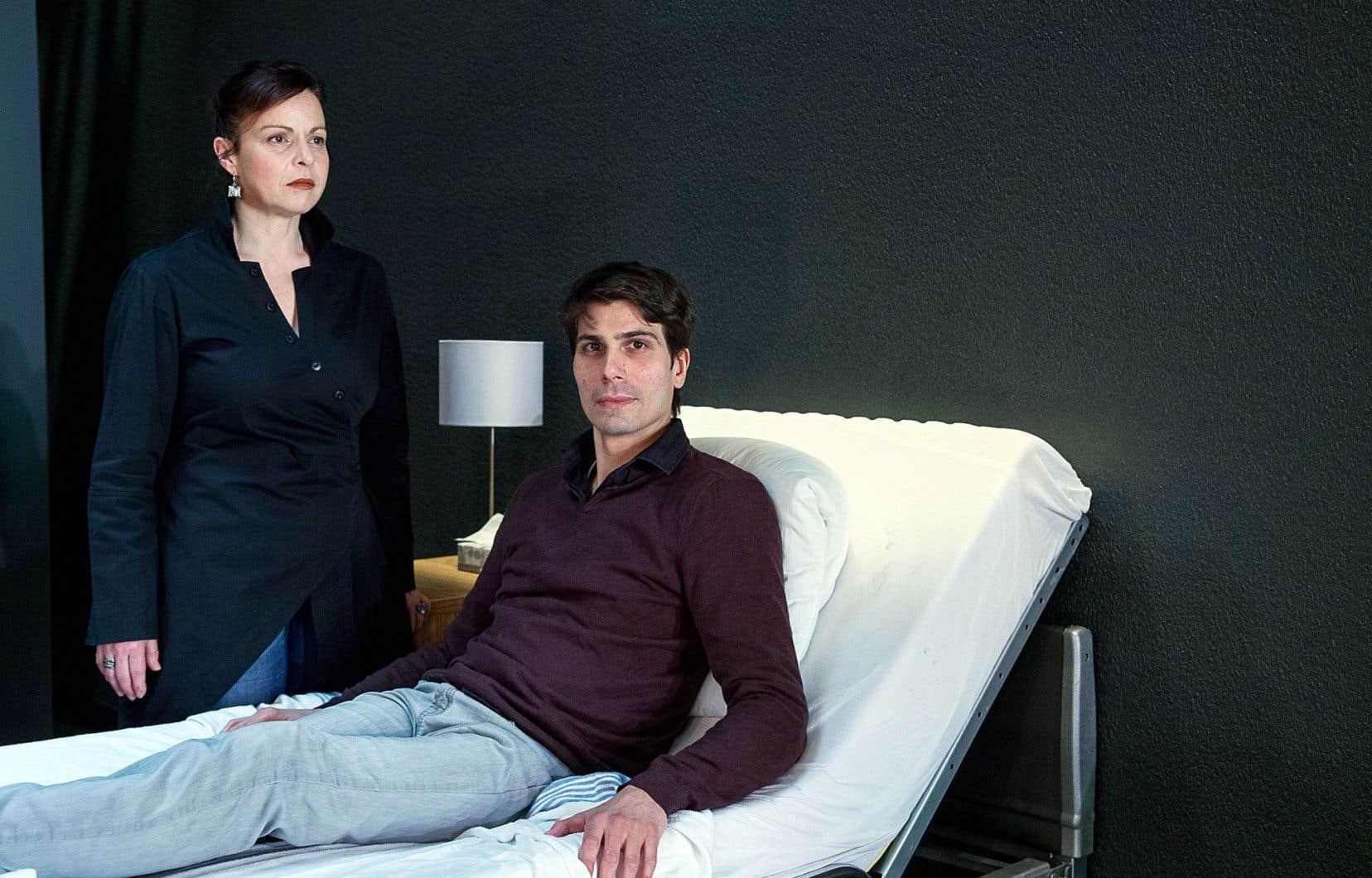 Les interprètes Maude Guérin et Étienne Pilon dans la pièce «Après» de Serge Boucher