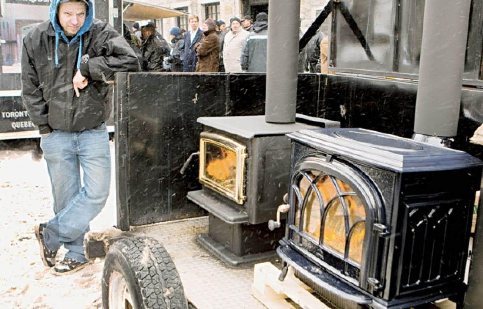 Des professionnels du chauffage au bois ont manifesté l'hiver dernier à Montréal