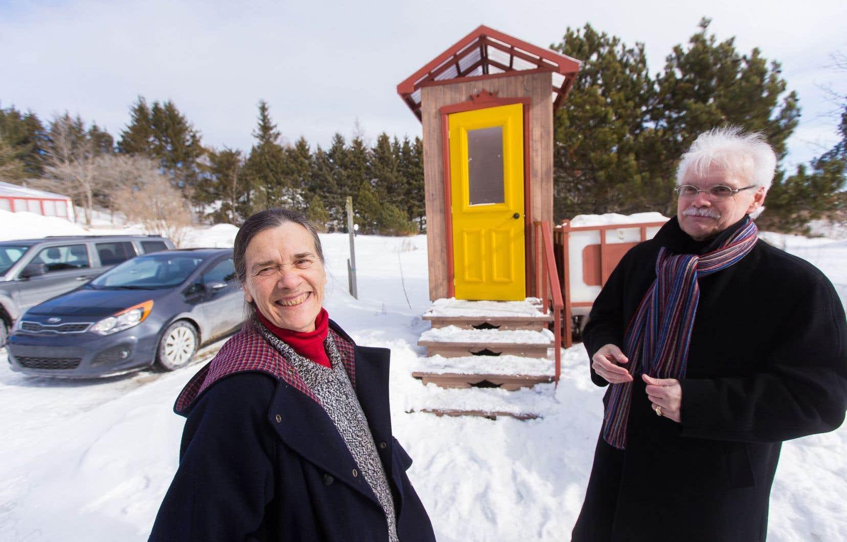 Lucie Mainguy et Richard Côté militent pour que Québec généralise l'usage des toilettes à compost.
