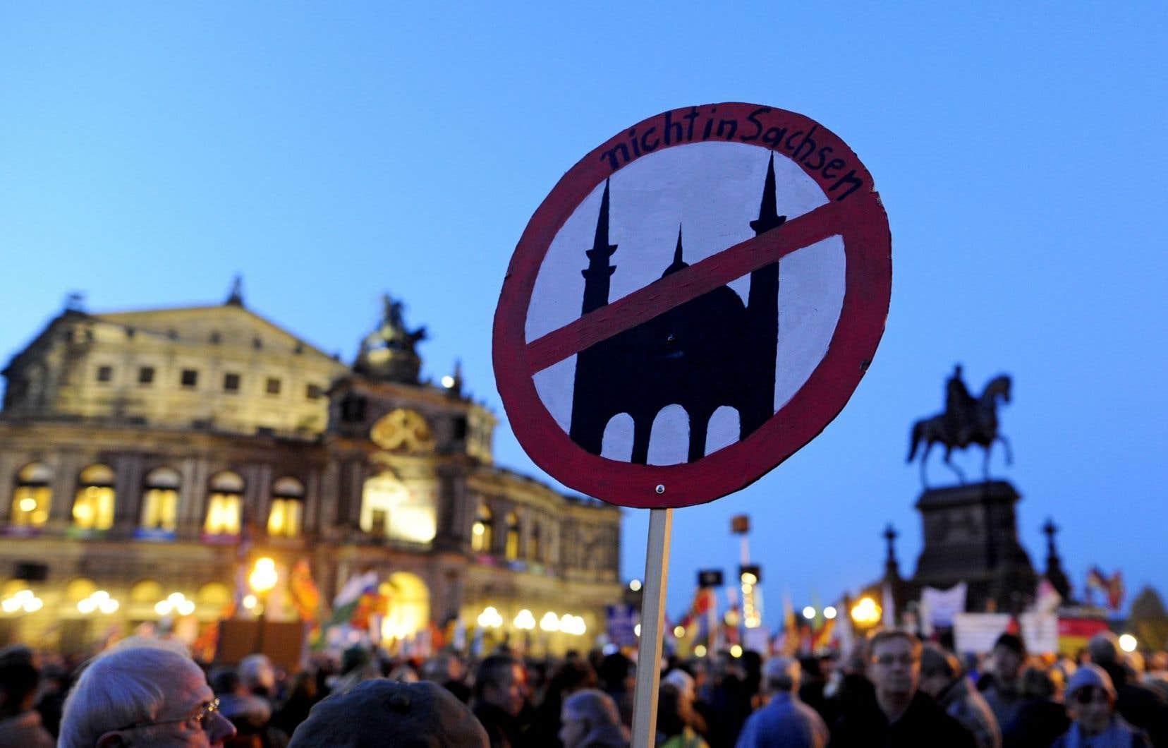 Selon les statistiques officielles pour 2015, les actes de violence d'extrême droite en Allemagne ont doublé par rapport à 2014, à environ un millier.
