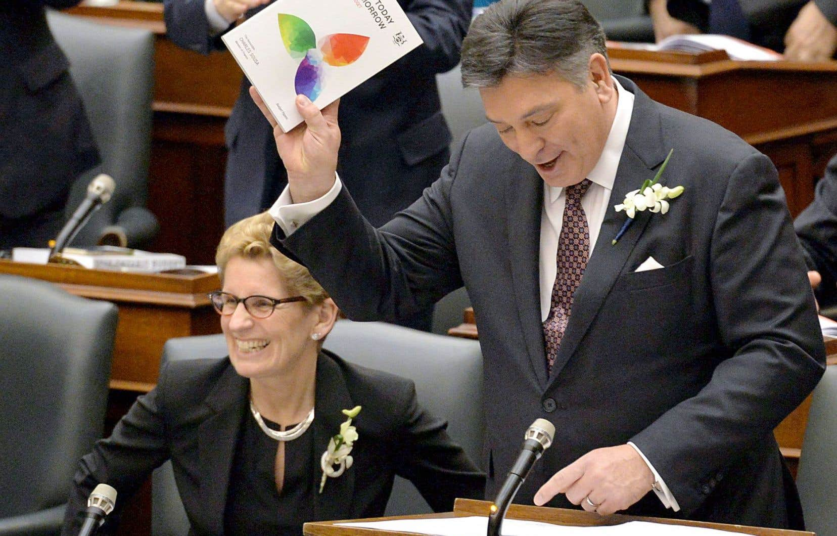 Le budget du ministre des Finances, Charles Sousa, prévoit un déficit de 5,7 milliards.