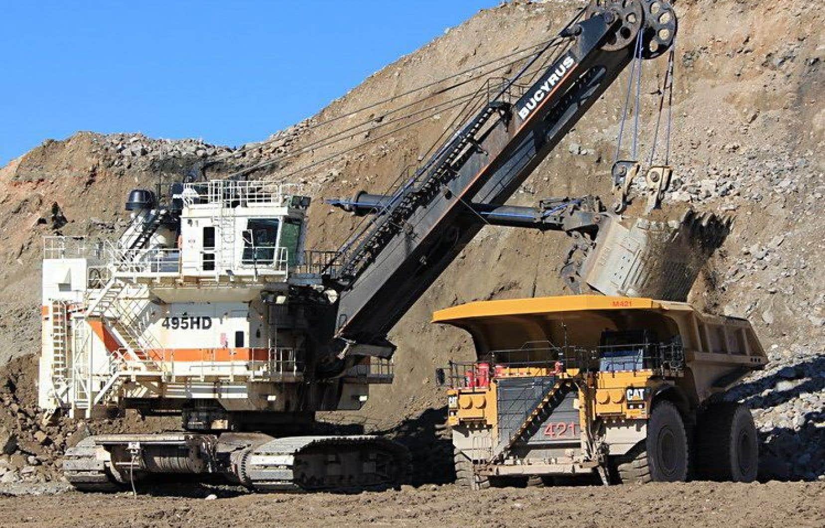 La compagnie Arcelor Mittal a bénéficié du Fonds vert pour faire transiter du gaz naturel liquéfié par camion jusqu'à Sept-Îles.