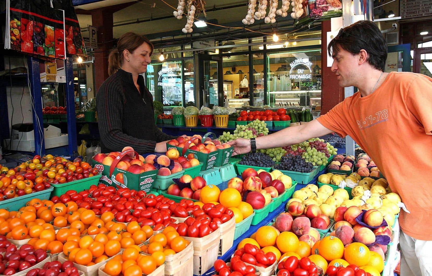 Les produits bio sont encore plus chers que les produits traditionnels, mais cet écart de prix s'amenuise avec le temps.