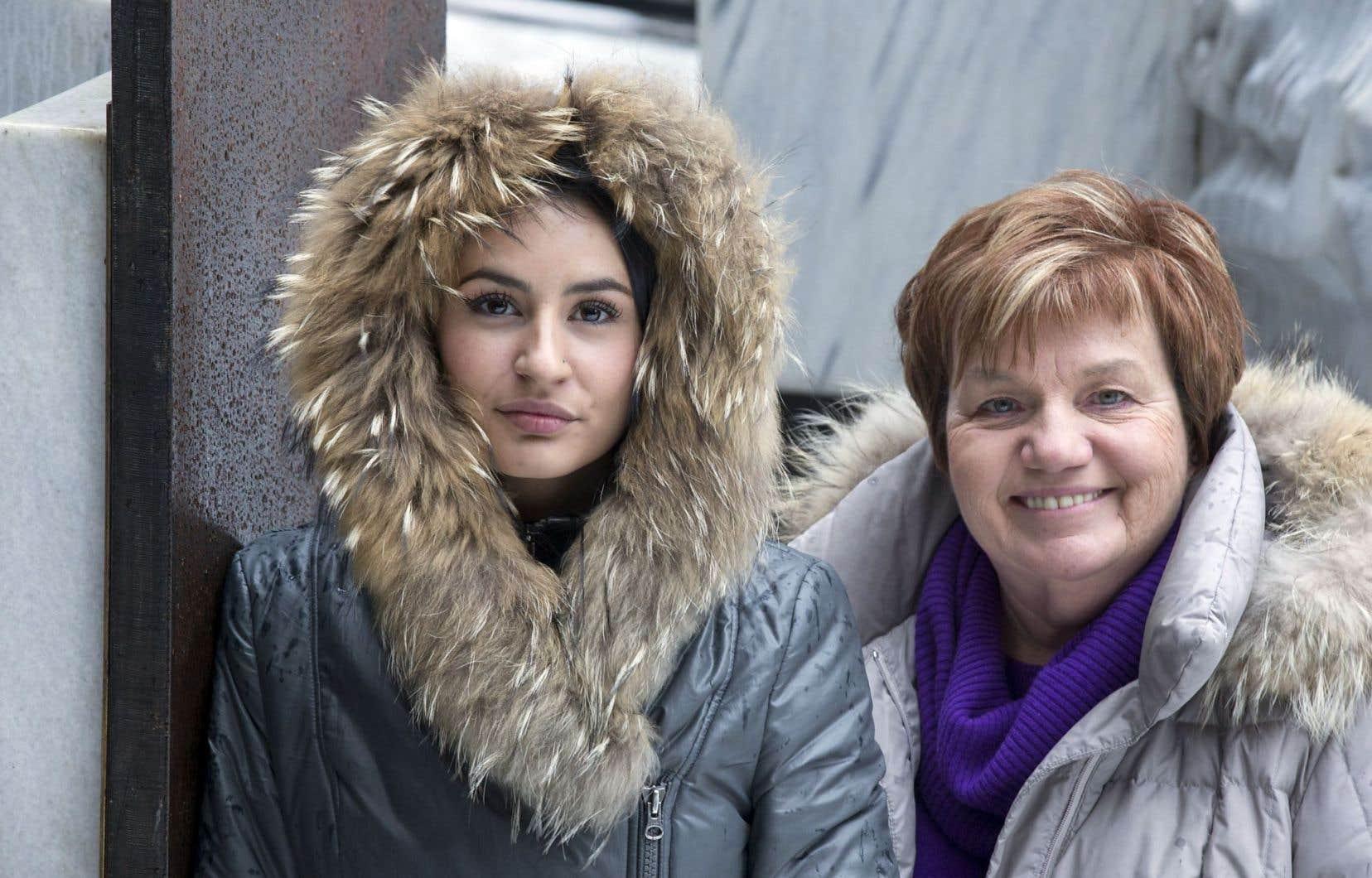 Maïtée Labrecque-Saganash, militante féministe et autochtone, aux côtés de Claudette Carbonneau, la présidente des Organisations unies pour l'indépendance (OUI Québec)