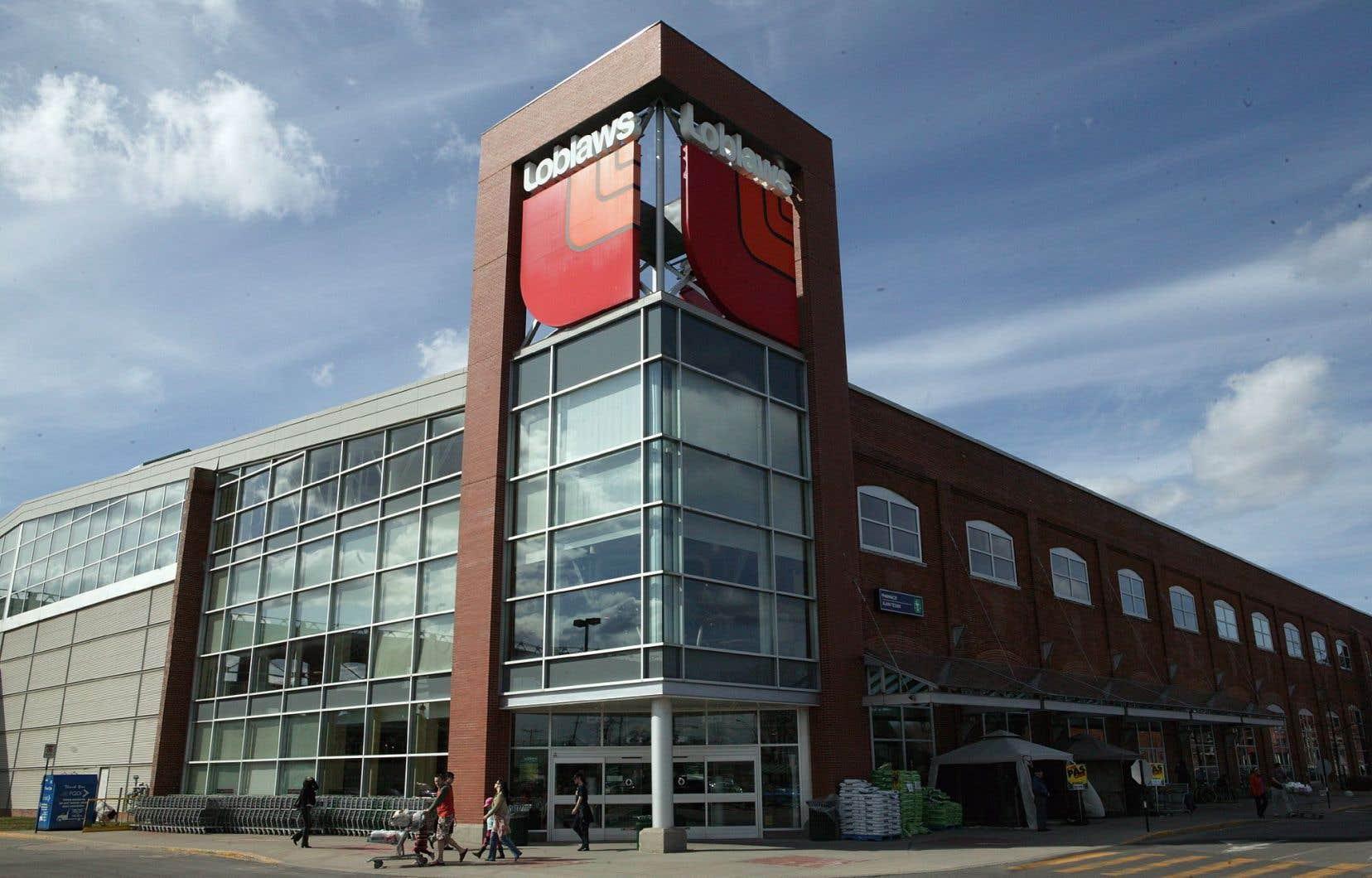 La plupart des revenus de George Weston provient de sa division Loblaws, la plus importante chaîne canadienne de magasins d'alimentation et de pharmacies.