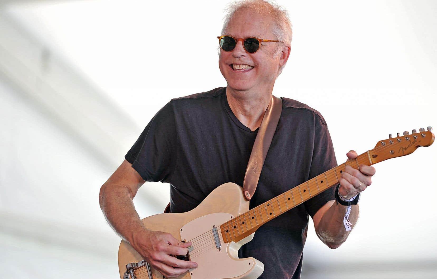 Bill Frisell publie un album consacré à des chansons et musiques de films.