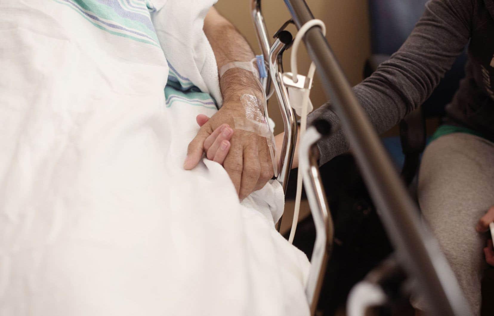 Au Québec, la Loi concernant les soins de fin de vie interdit expressément de demander l'aide médicale à mourir par directive anticipée.