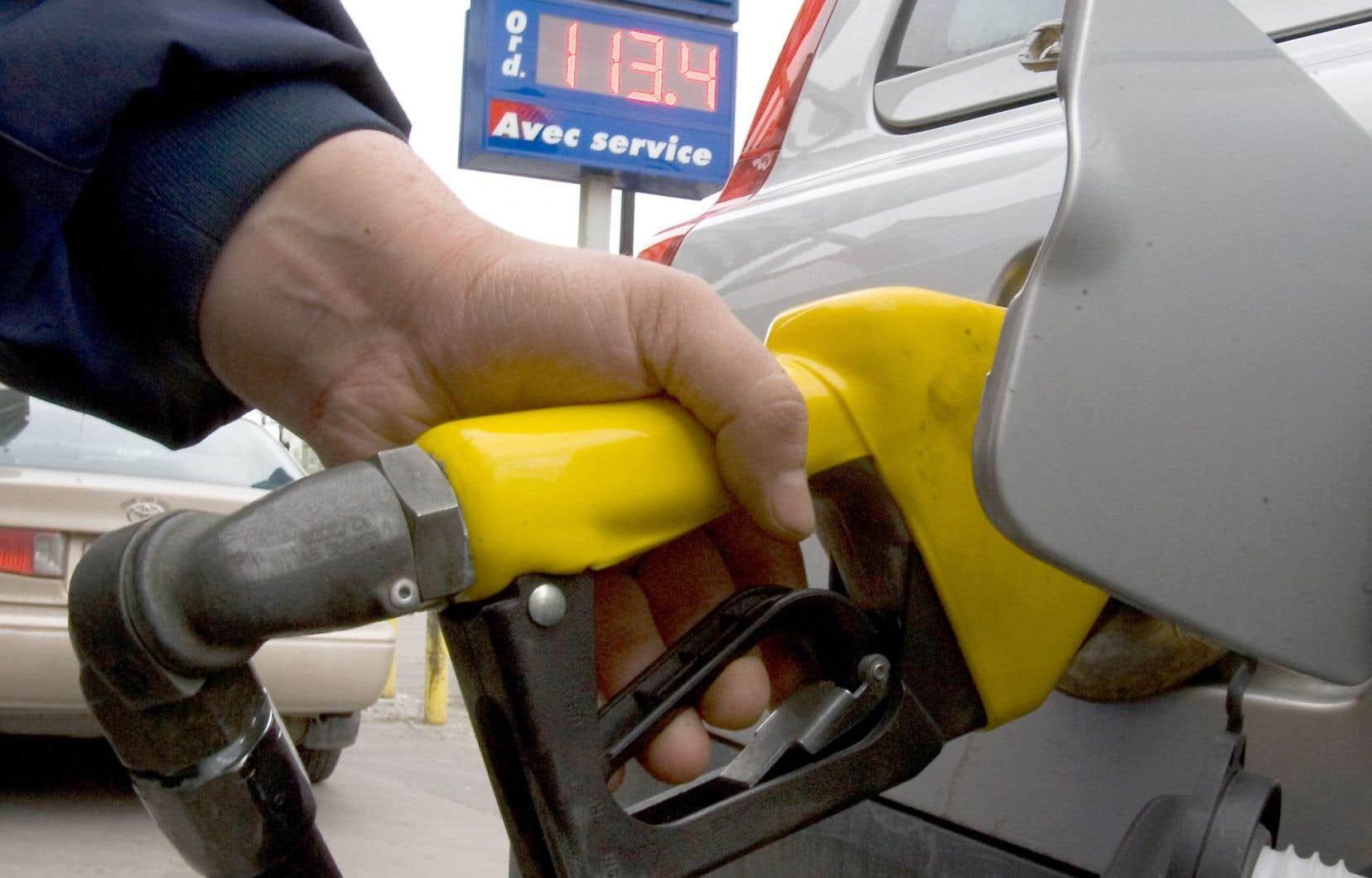 S'il est vrai que les automobilistes ont réalisé des économies avec la chute des prix du pétrole, la diminution n'a pas été égale partout au Québec.