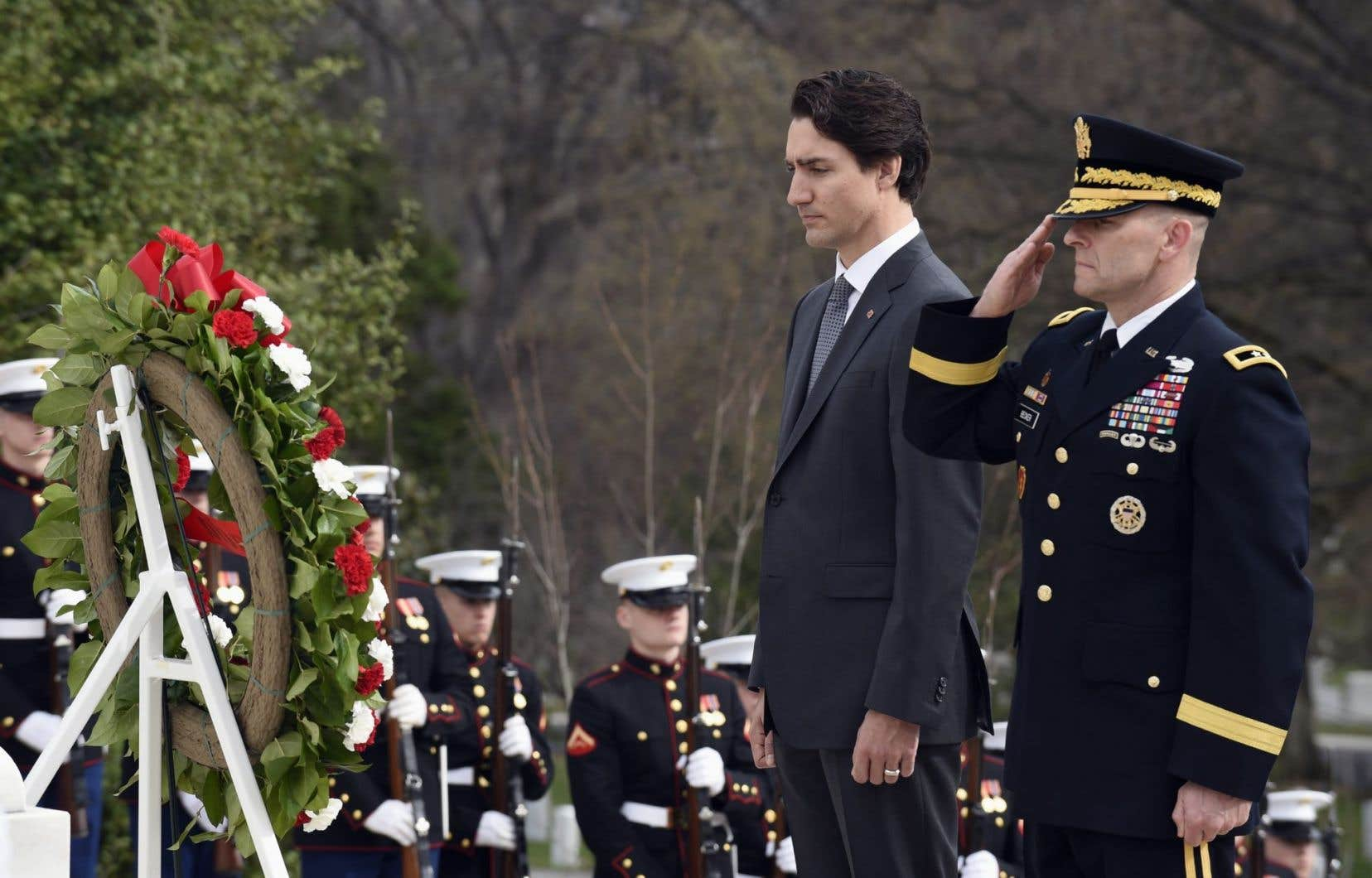 Au dernier jour de sa visite à Washington, Justin Trudeau s'est rendu au cimetière national d'Arlington vendredi pour déposer une couronne de fleurs sur la tombe du Soldat inconnu.