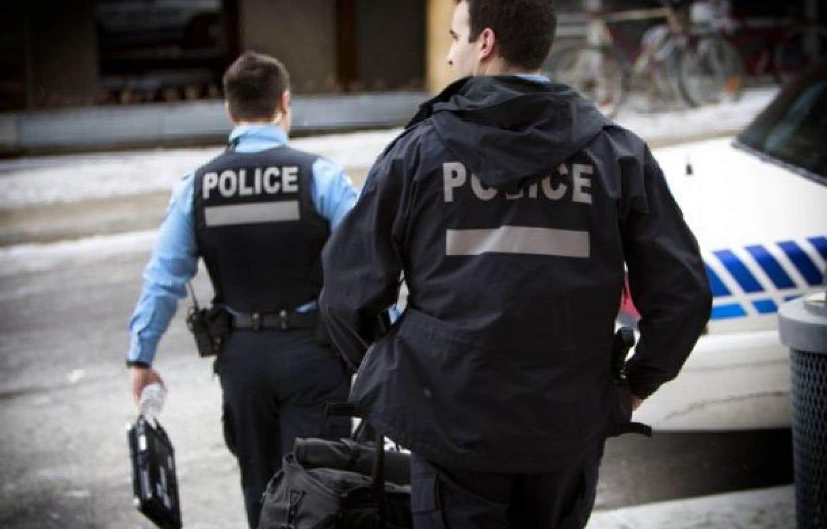 Des policiers du Service de police de la Ville de Montréal ont intercepté dimanche un individu fortement intoxiqué qui aurait refusé de collaborer.
