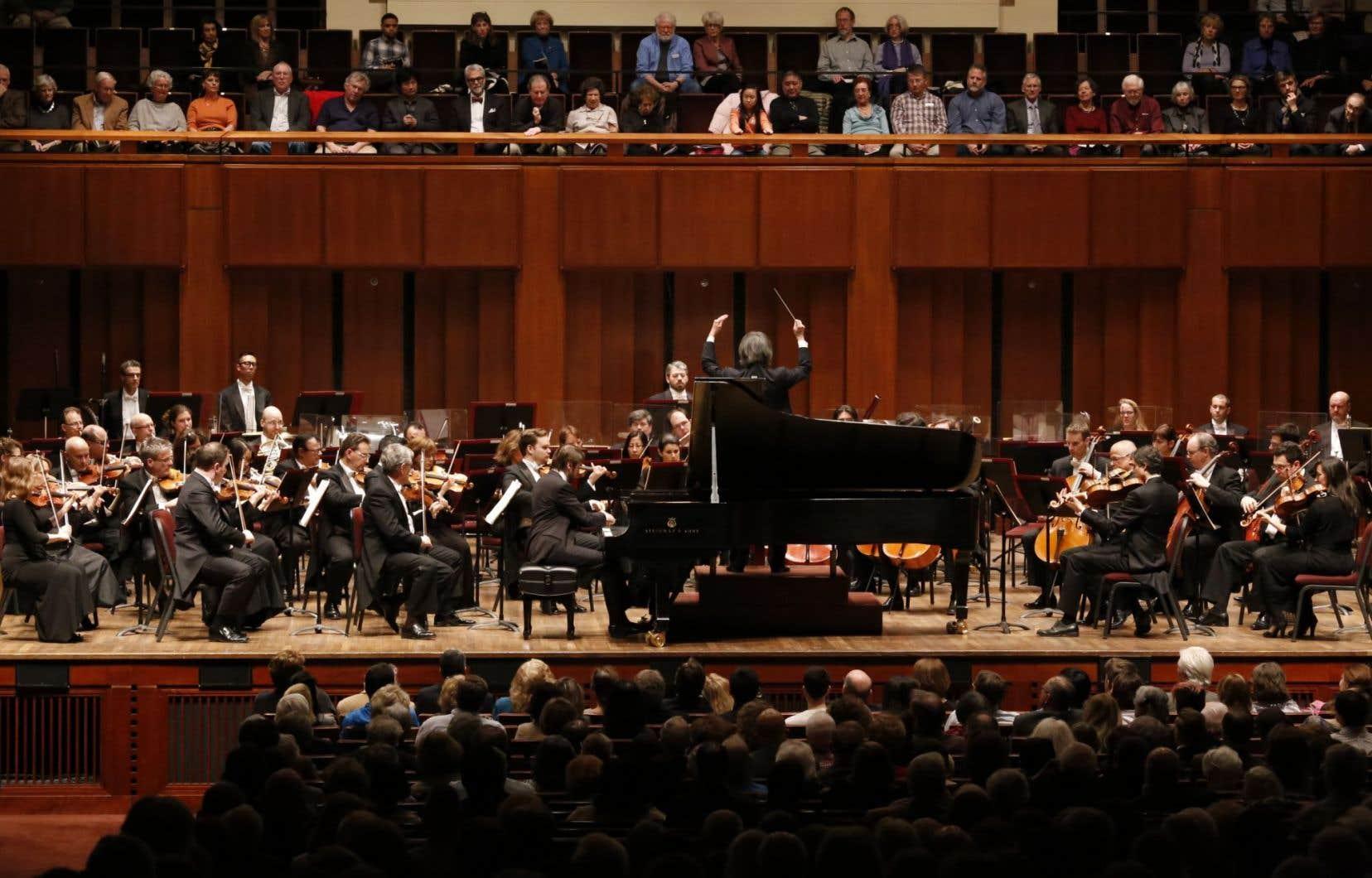 Kent Nagano en tournée surdirige un peu, s'exprimant avec beaucoup d'emphase gestuelle sur des choses que l'on entend à peine, mais c'est agréable à suivre.