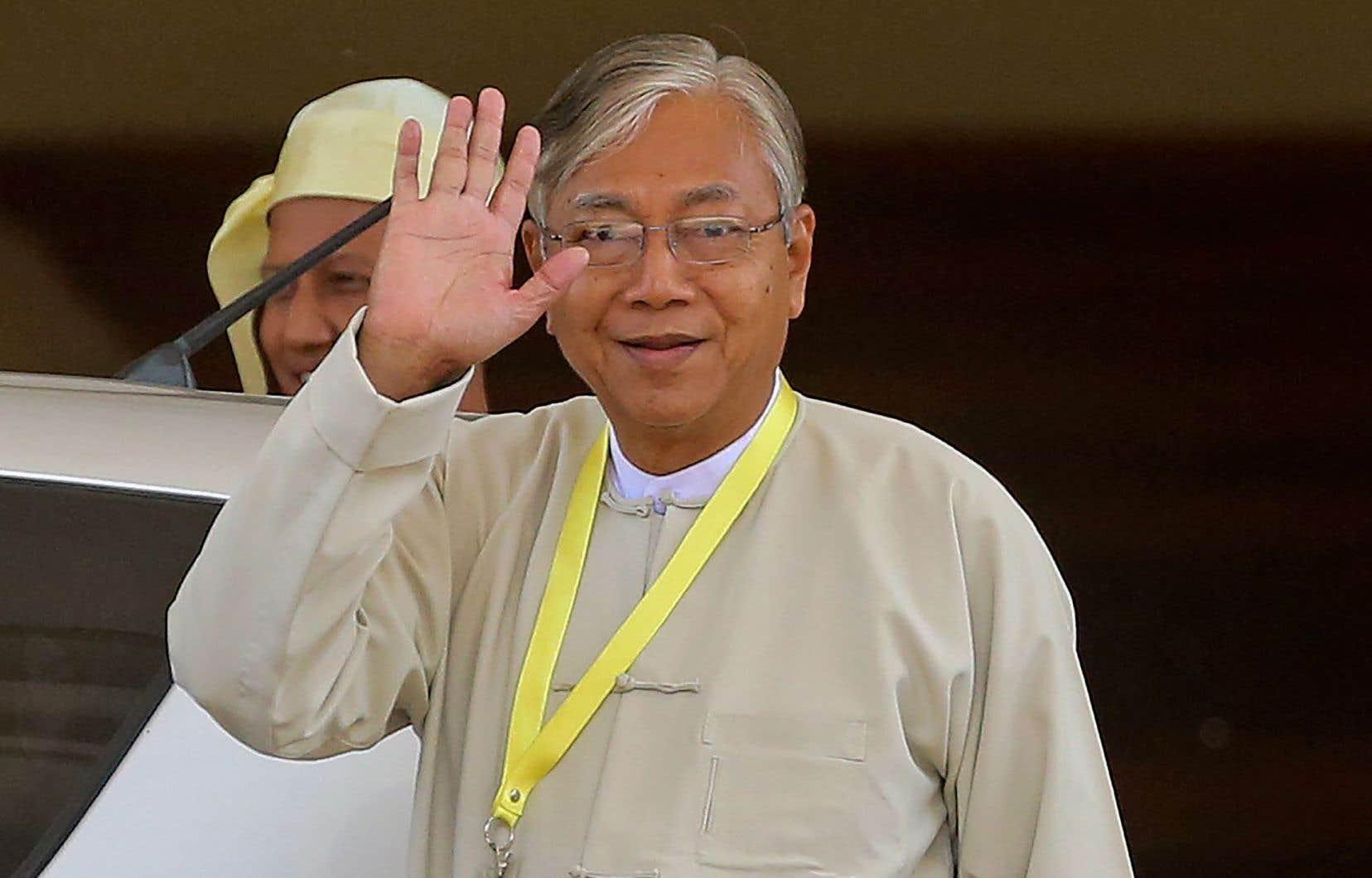 Htin Kyaw mardi, peu après son élection