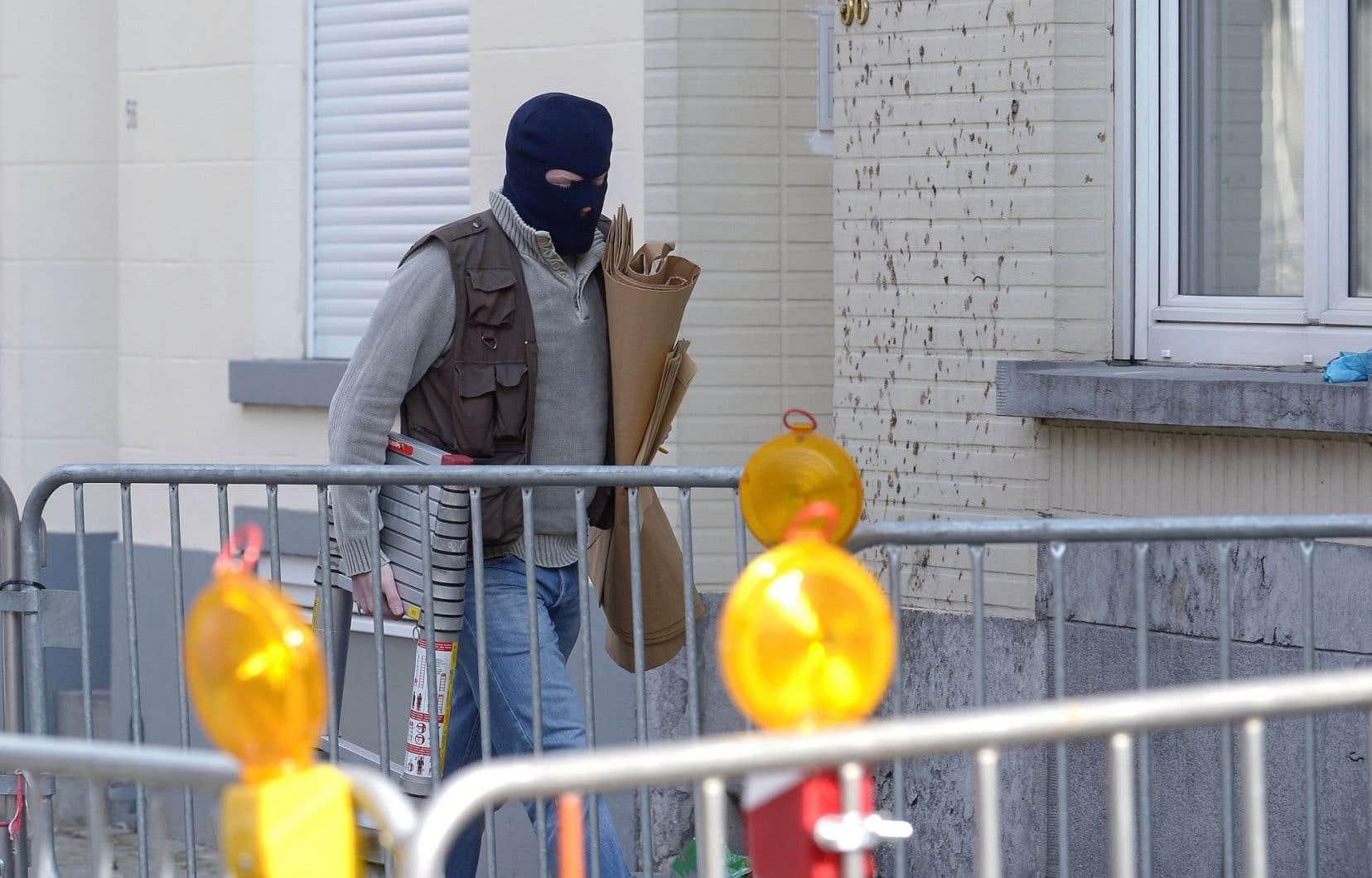 Les policiers belges sont retournés mercredi sur les lieux de la fusillade de la veille.