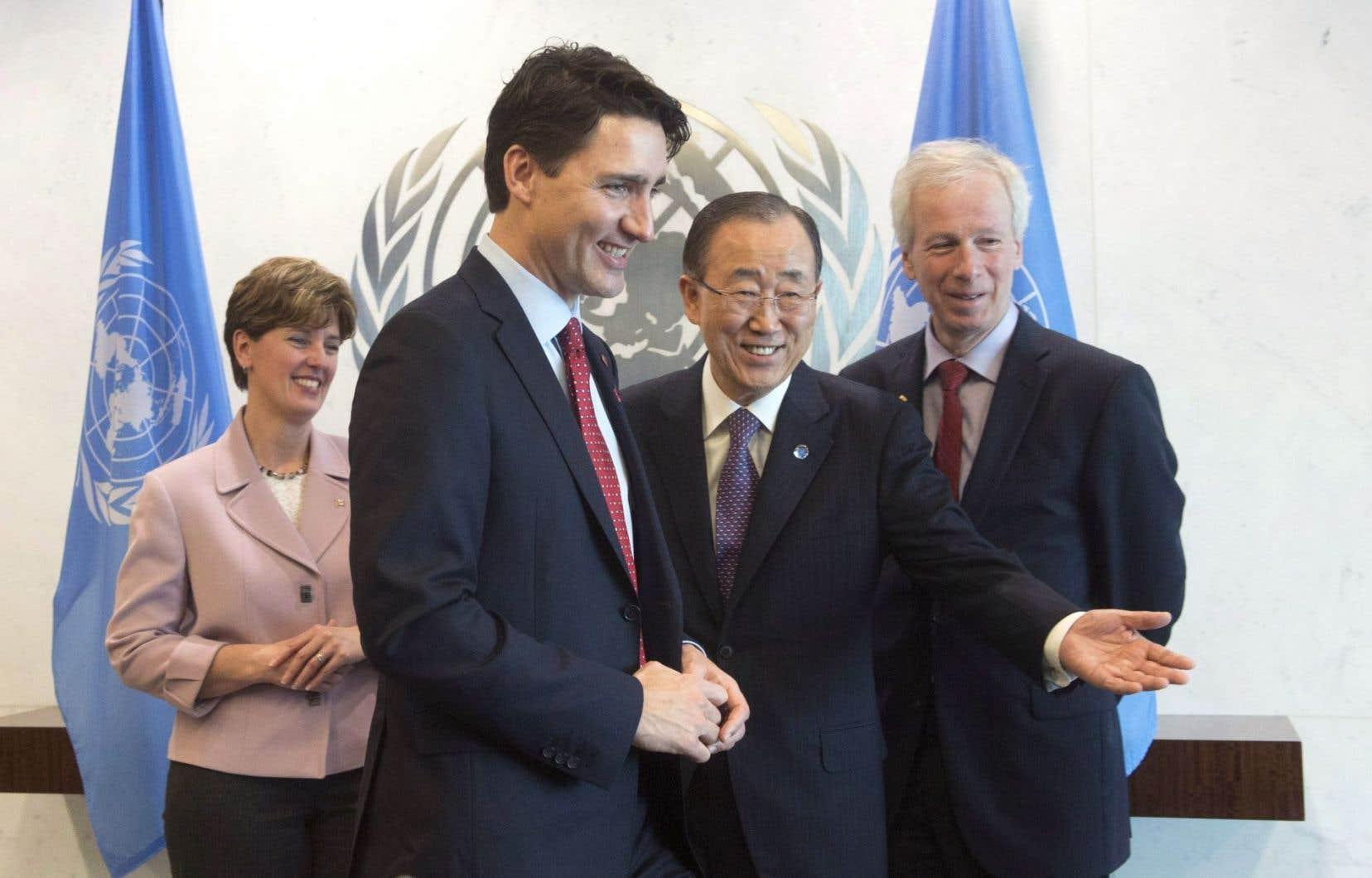 Le premier ministre Justin Trudeau a rencontré le secrétaire général de l'ONU, Ban Ki-moon. Il était accompagné de la ministre du Développement international, Marie-Claude Bibeau, et du ministre des Affaires étrangères, Stéphane Dion.