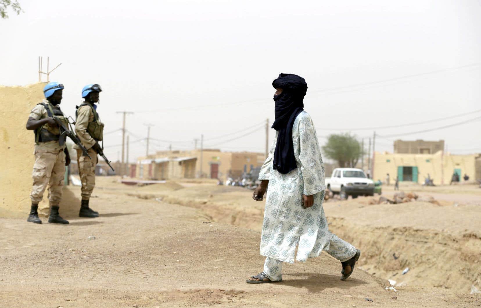 Des Casques bleus patrouillent dans les rues de Kidal, dans l'est du Mali.