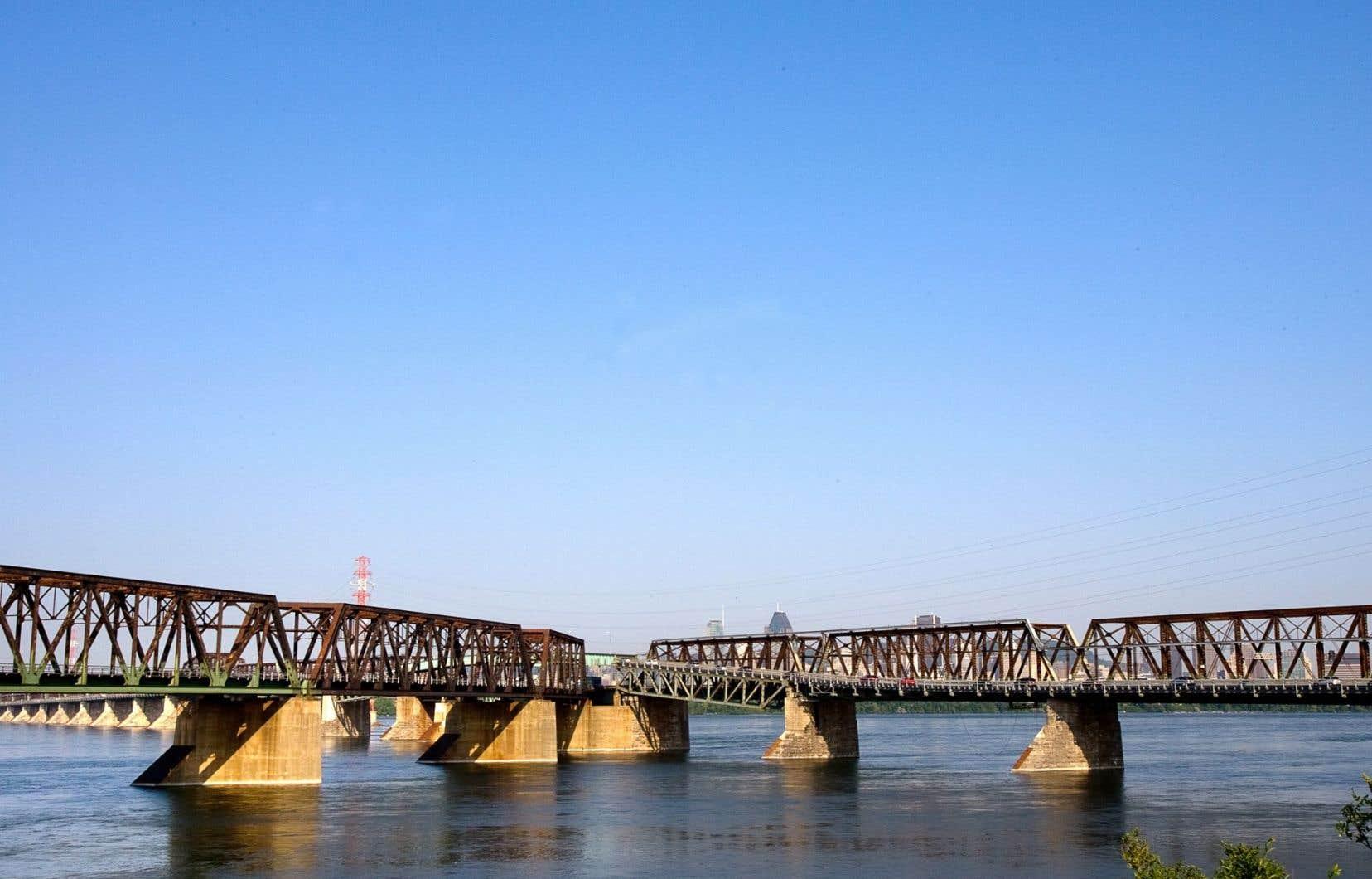 Le pont Victoria a été inauguré le 26 août 1860 par le prince de Galles.