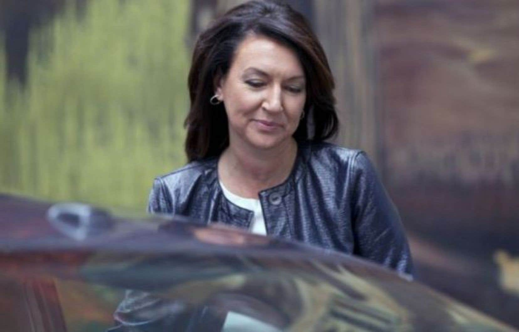 L'ex-vice-première ministre Nathalie Normandeau a été arrêtée jeudi avec six autres personnes puis relâchée avec promesse de comparaître.